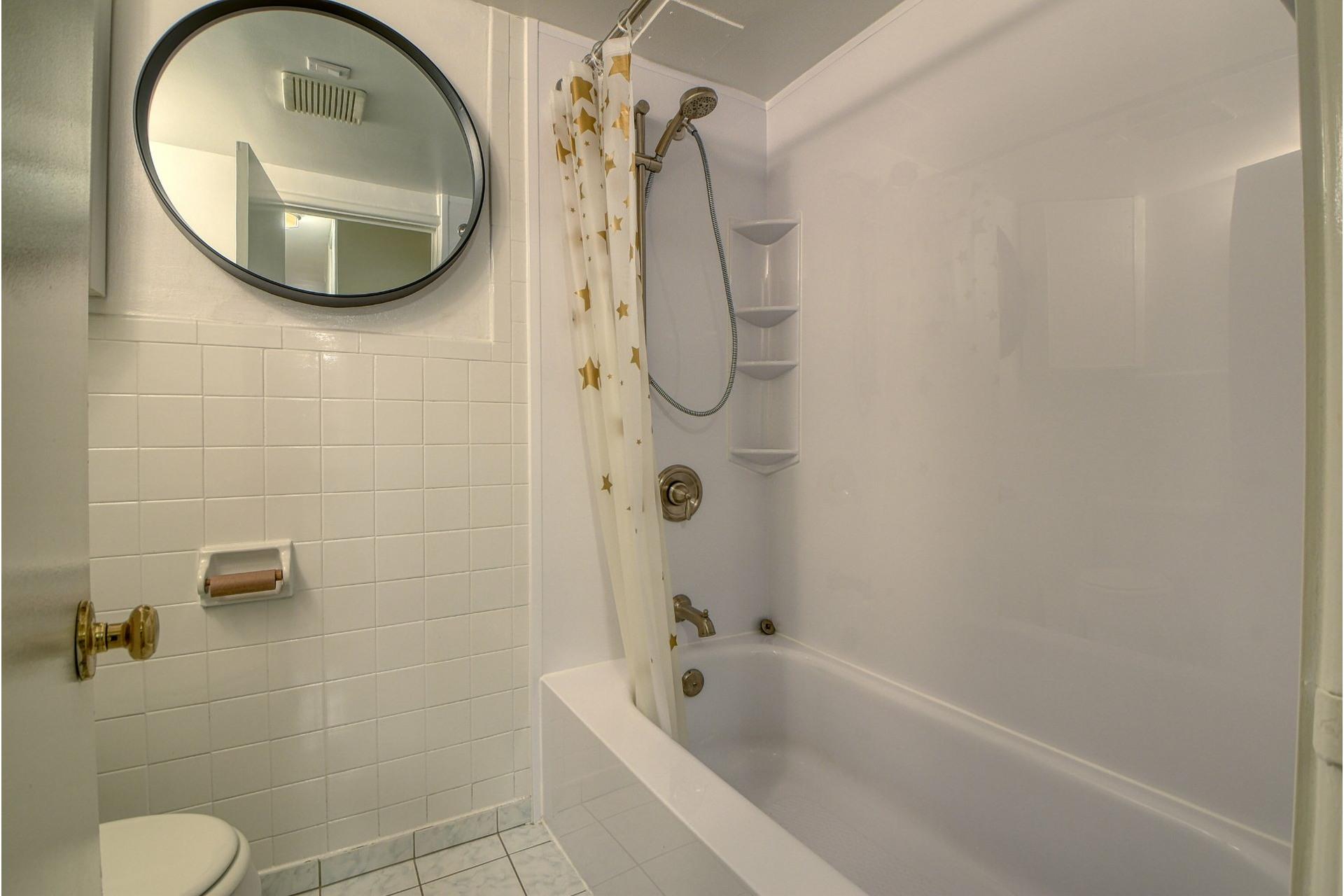 image 11 - Apartment For rent Ville-Marie Montréal  - 6 rooms
