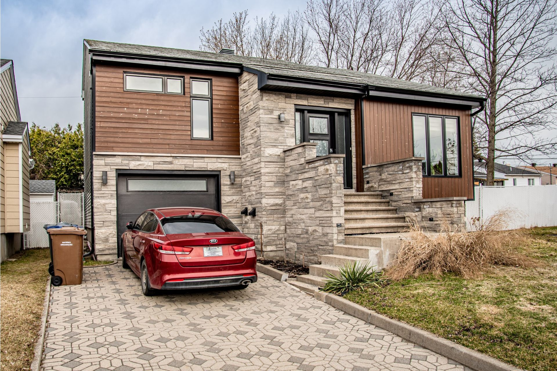 image 1 - House For sale Duvernay Laval  - 11 rooms
