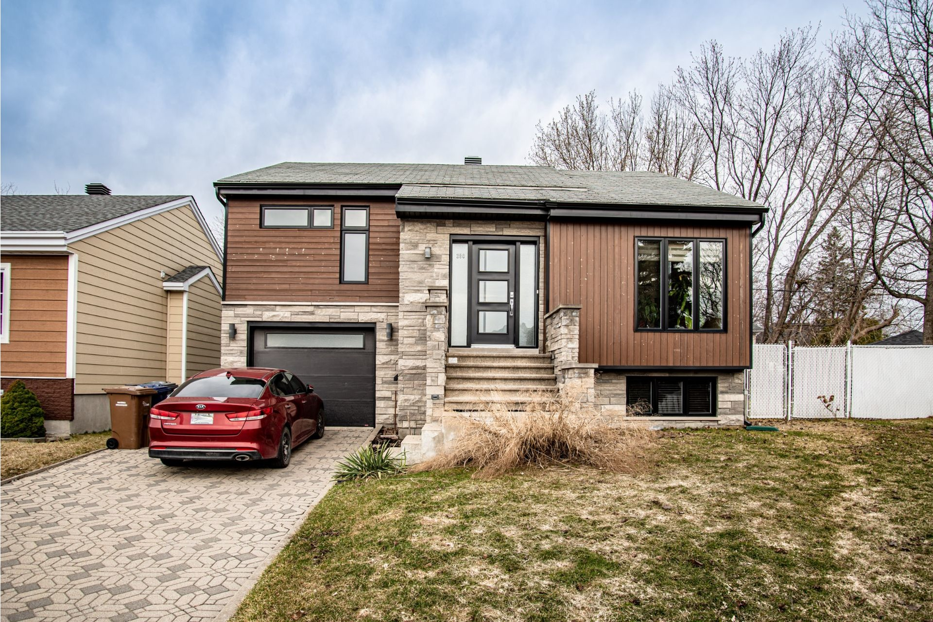 image 2 - House For sale Duvernay Laval  - 11 rooms