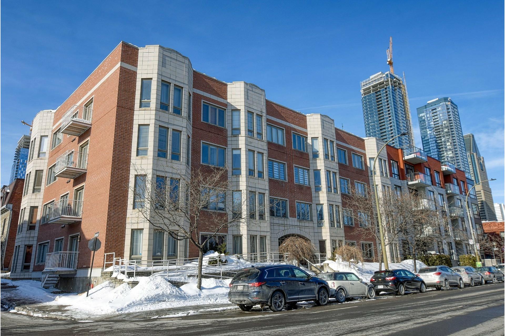 image 0 - Appartement À louer Ville-Marie Montréal  - 5 pièces