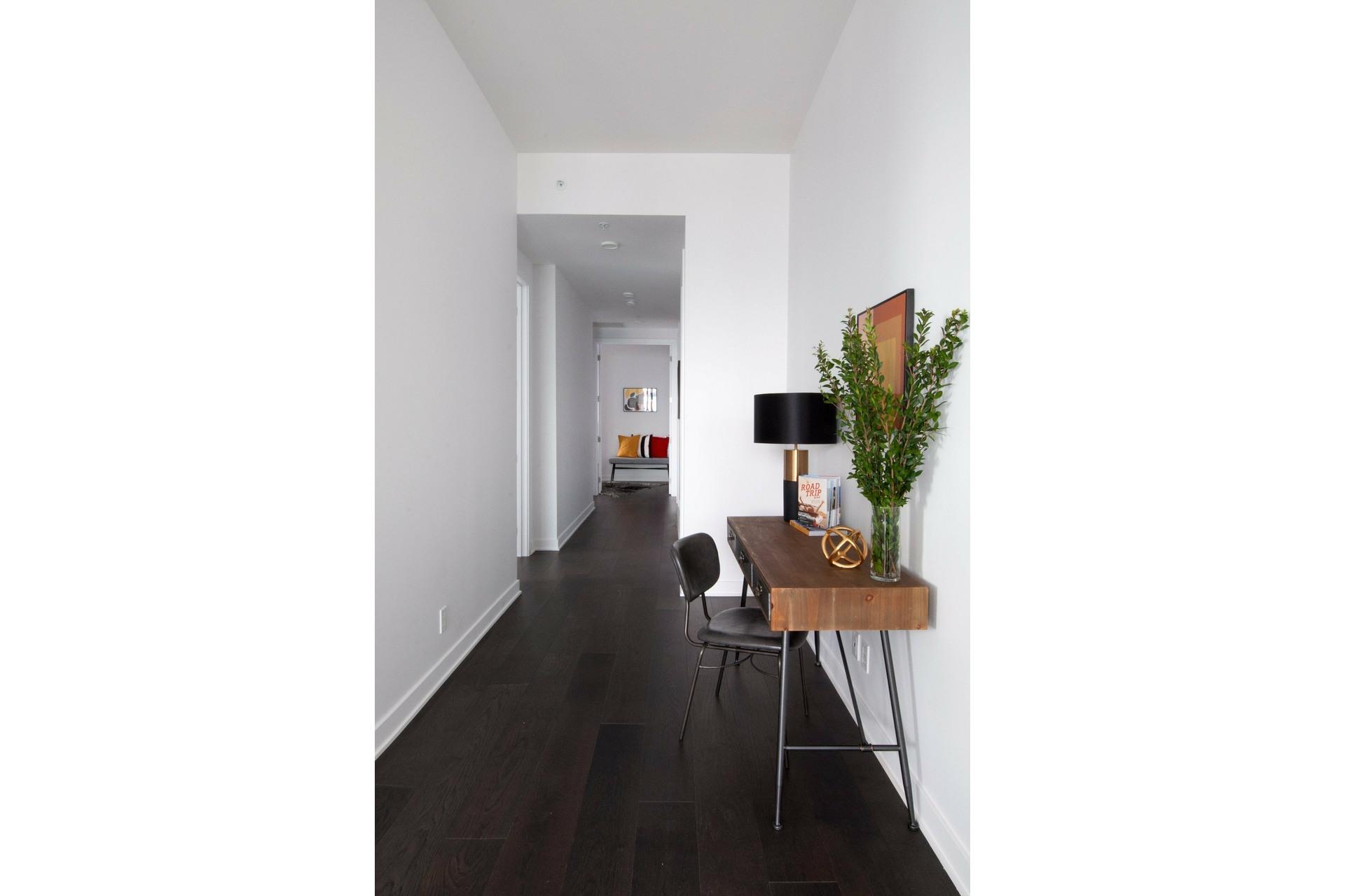 image 17 - Appartement À louer Ville-Marie Montréal  - 7 pièces