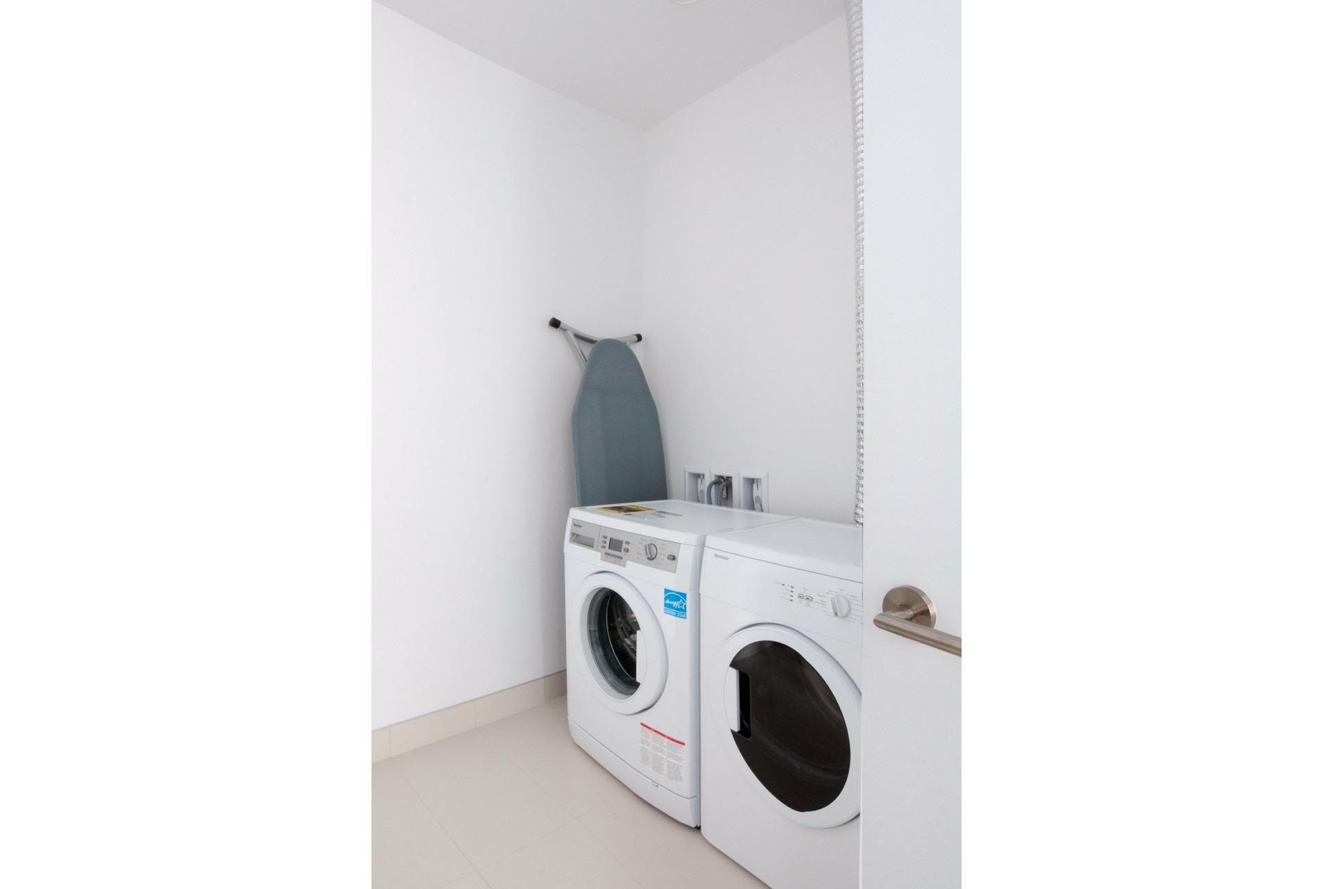 image 15 - Appartement À louer Ville-Marie Montréal  - 7 pièces