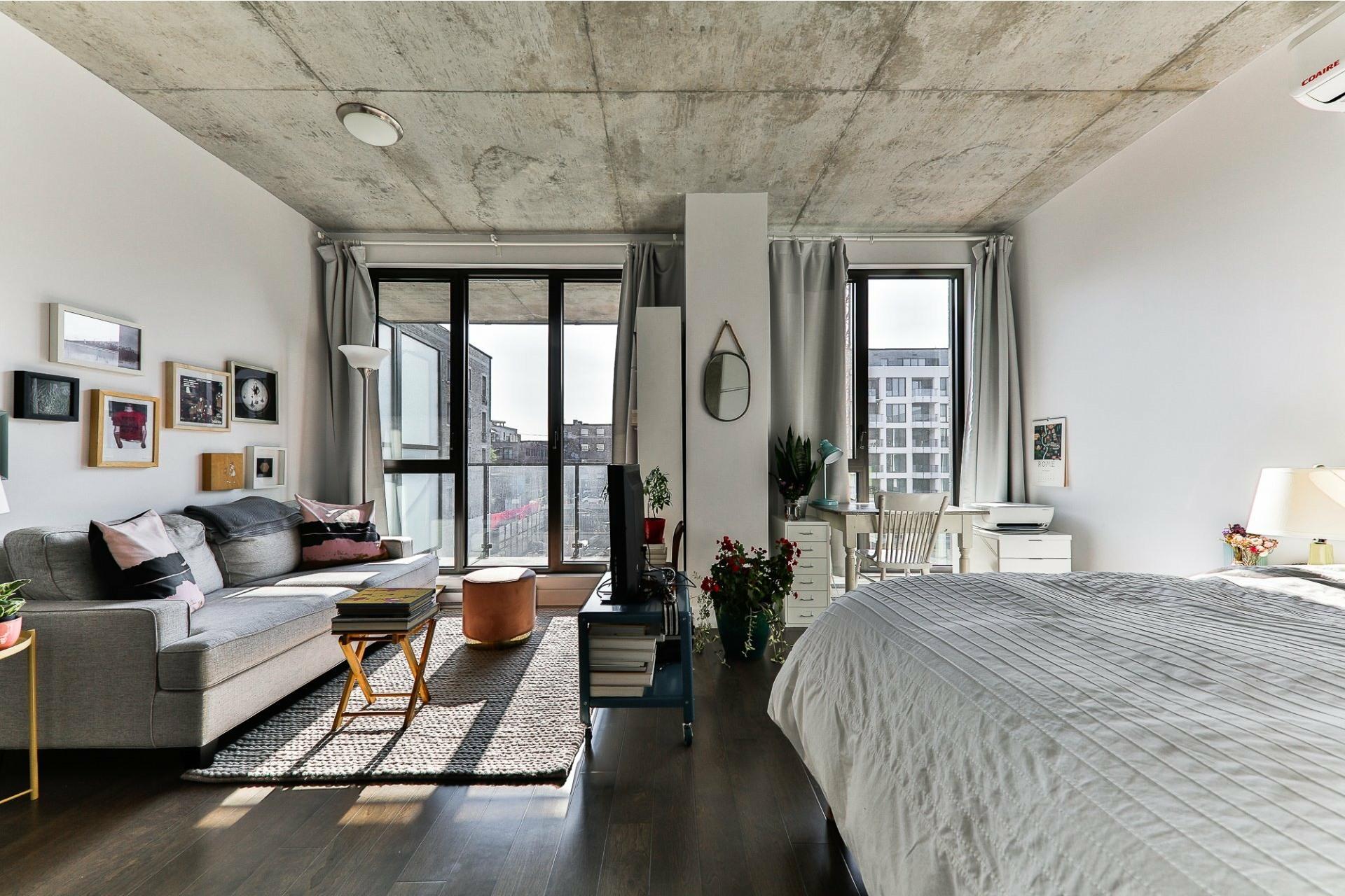 image 1 - Appartement À vendre Villeray/Saint-Michel/Parc-Extension Montréal  - 4 pièces