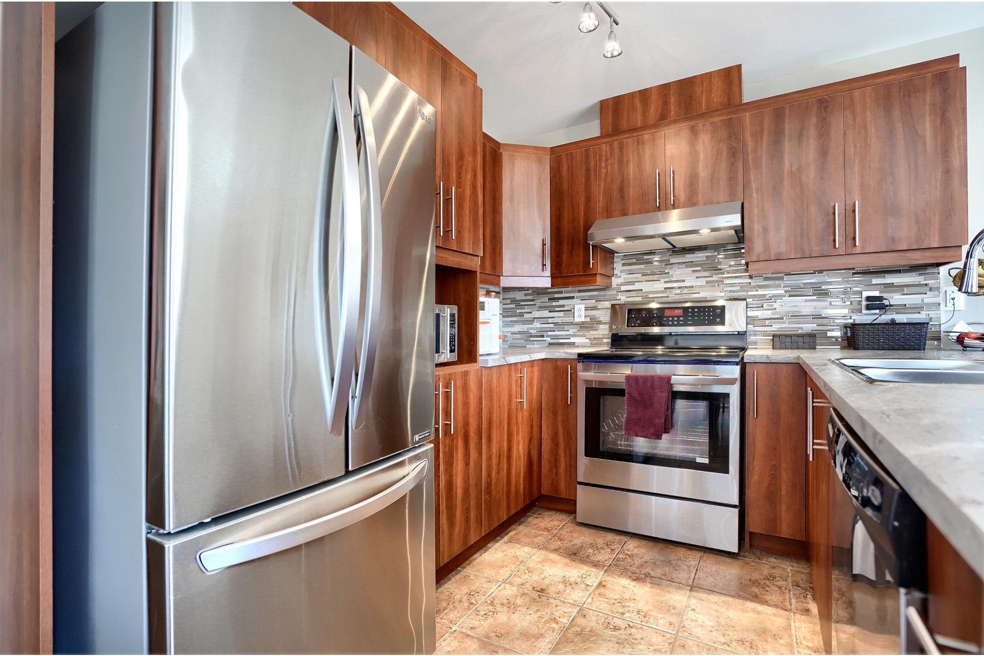 image 4 - House For sale Brossard - 11 rooms
