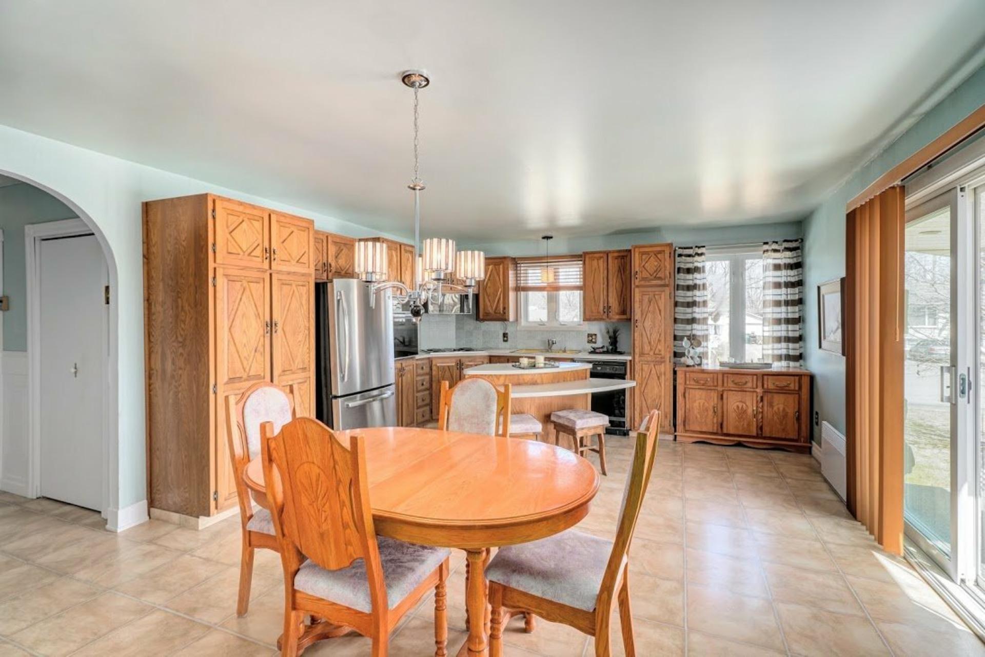 image 6 - House For sale Notre-Dame-des-Prairies - 9 rooms