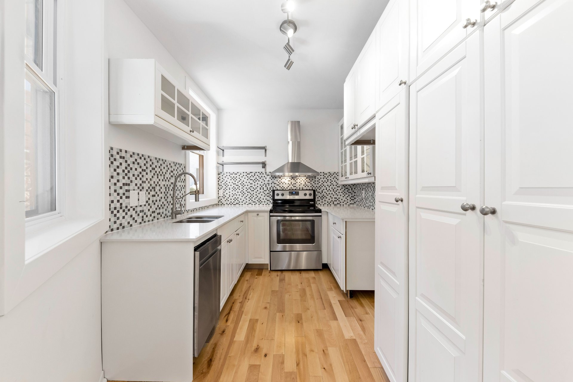 image 24 - Appartement À vendre Le Sud-Ouest Montréal  - 6 pièces
