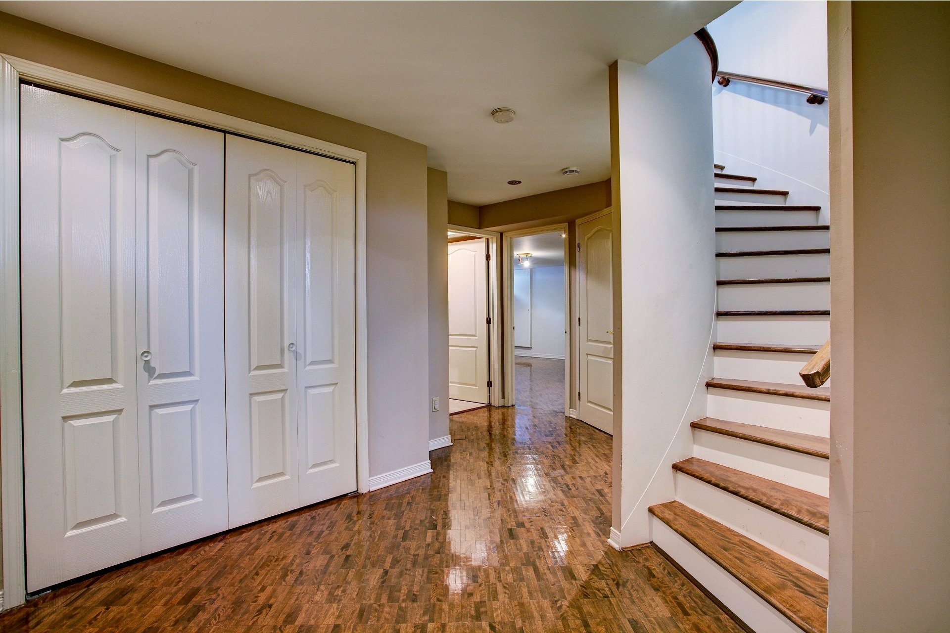 image 18 - House For sale Kirkland - 14 rooms