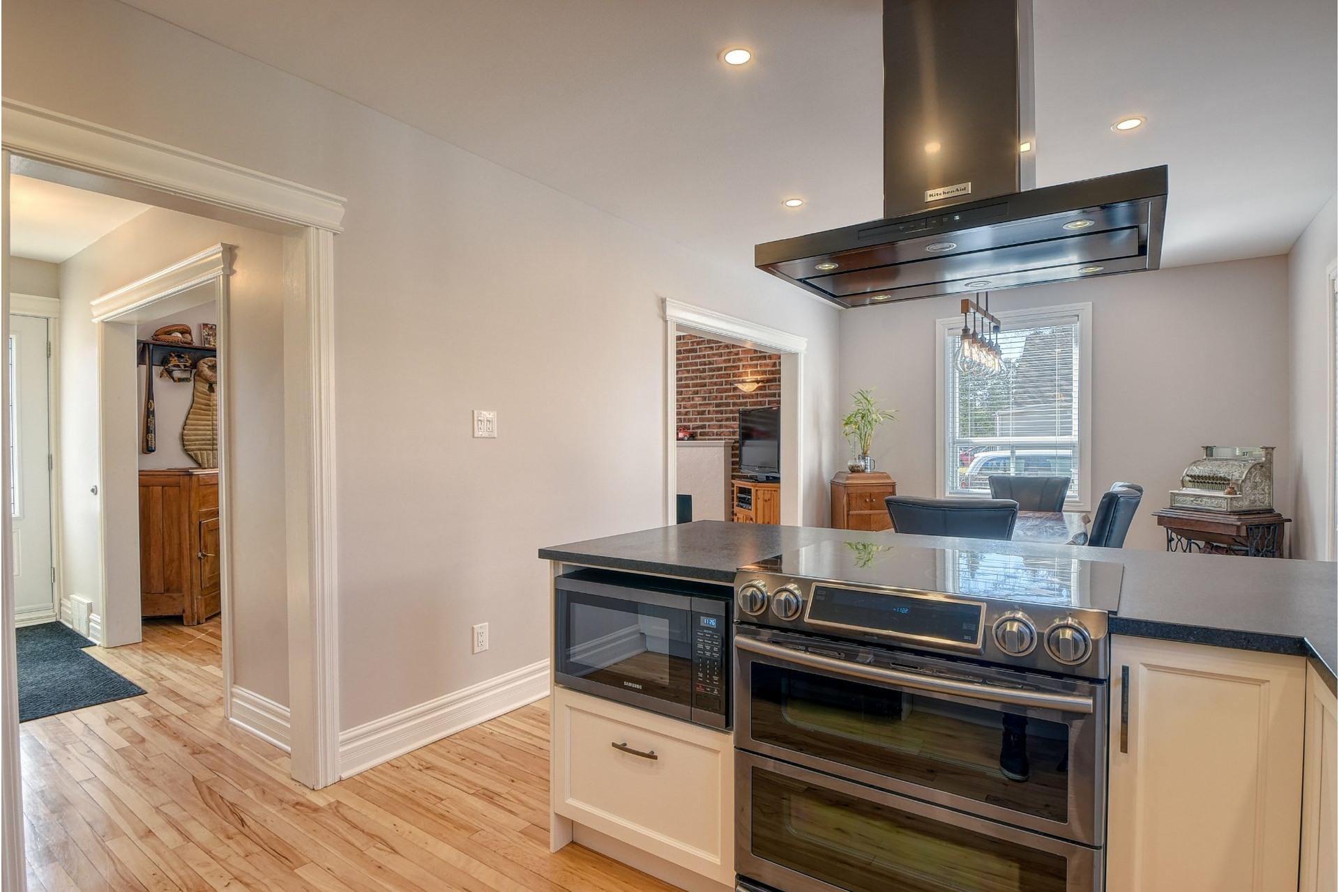 image 8 - House For sale Verdun/Île-des-Soeurs Montréal  - 9 rooms