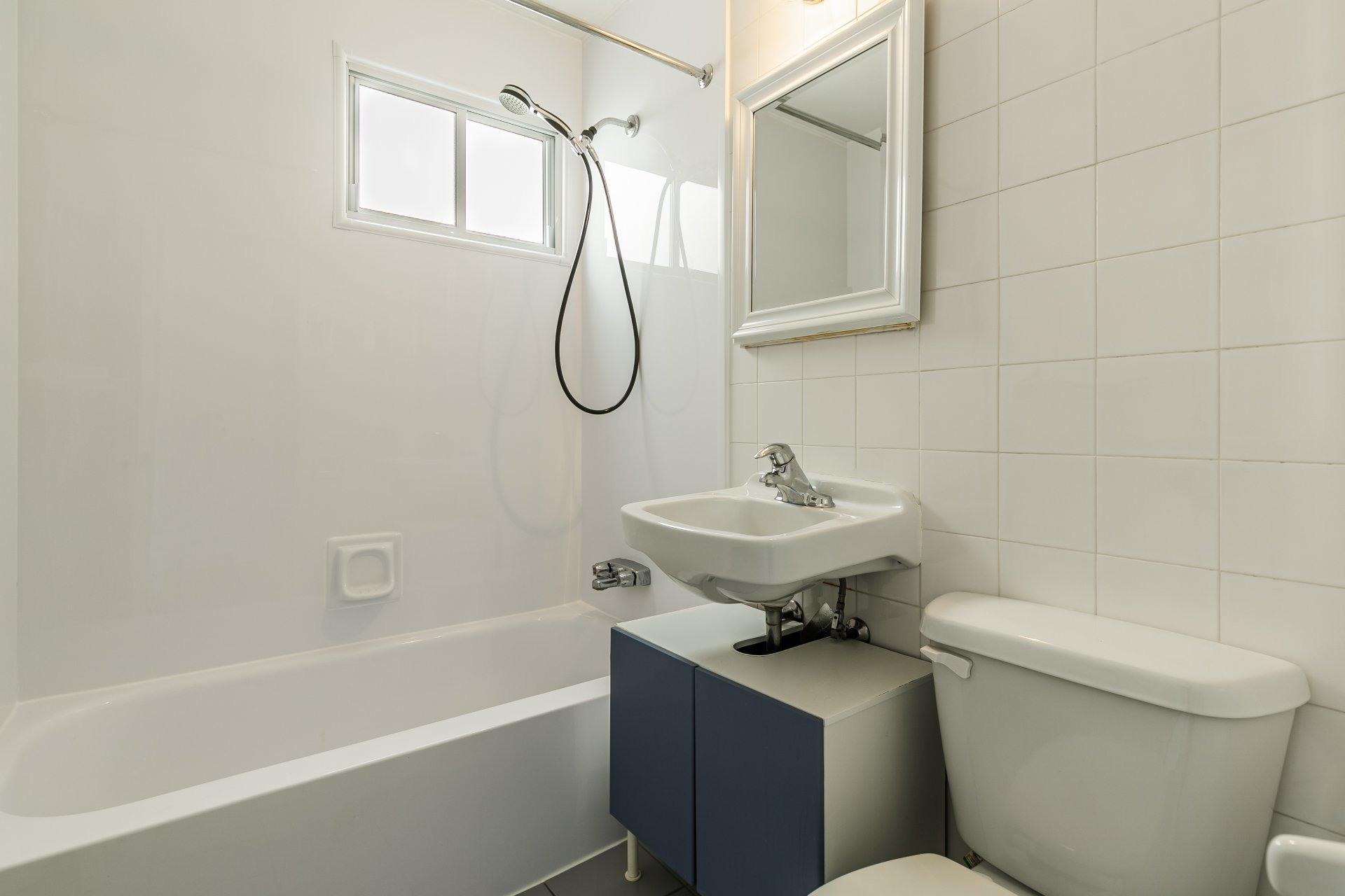 image 8 - Apartment For rent Anjou Montréal  - 5 rooms