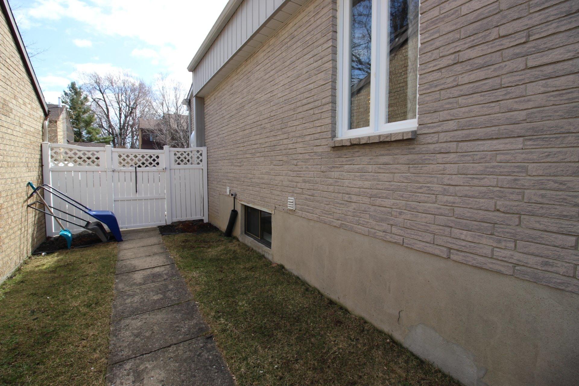 image 25 - Maison À vendre Rivière-des-Prairies/Pointe-aux-Trembles Montréal  - 8 pièces