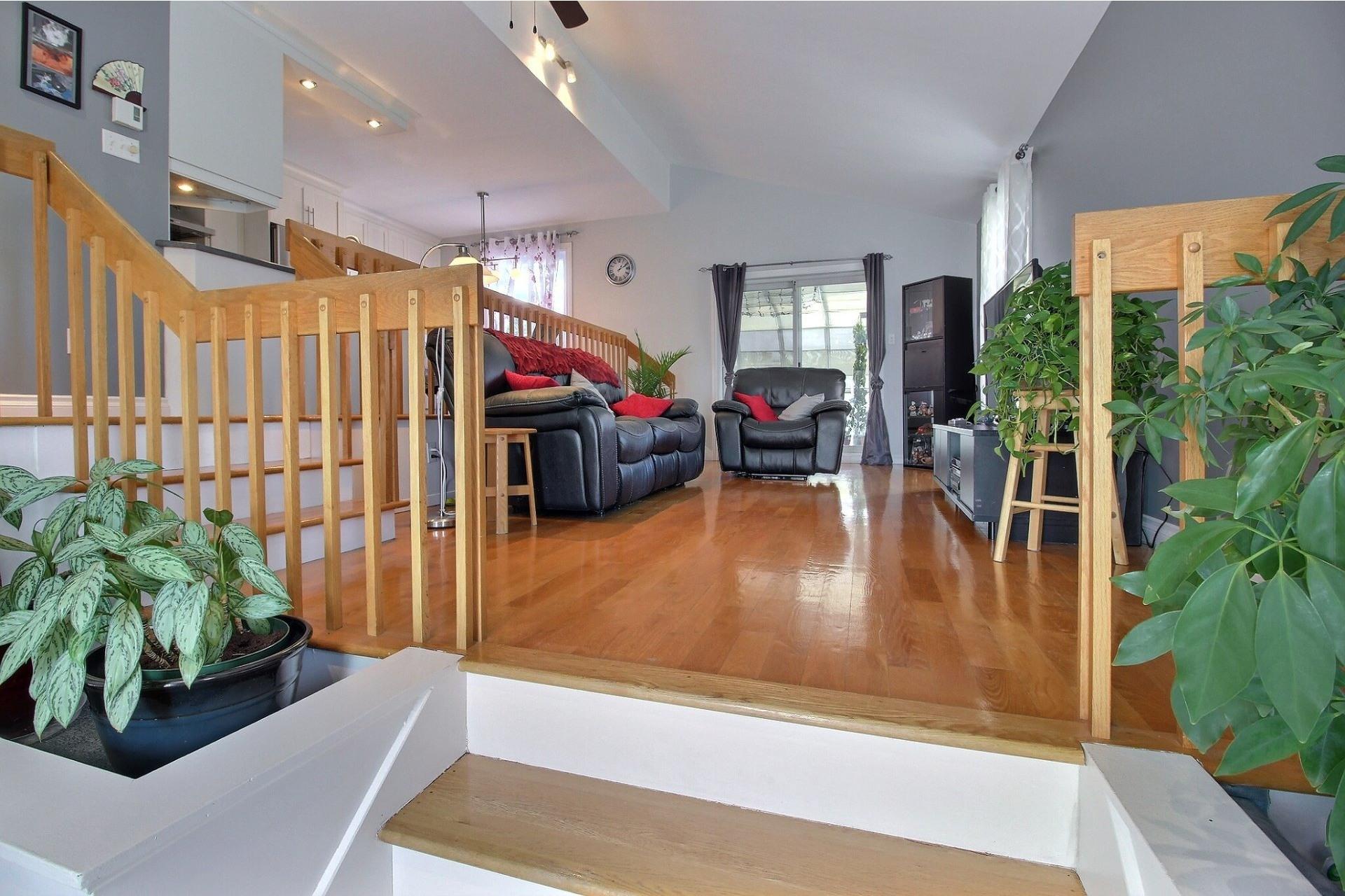 image 2 - Maison À vendre Rivière-des-Prairies/Pointe-aux-Trembles Montréal  - 8 pièces