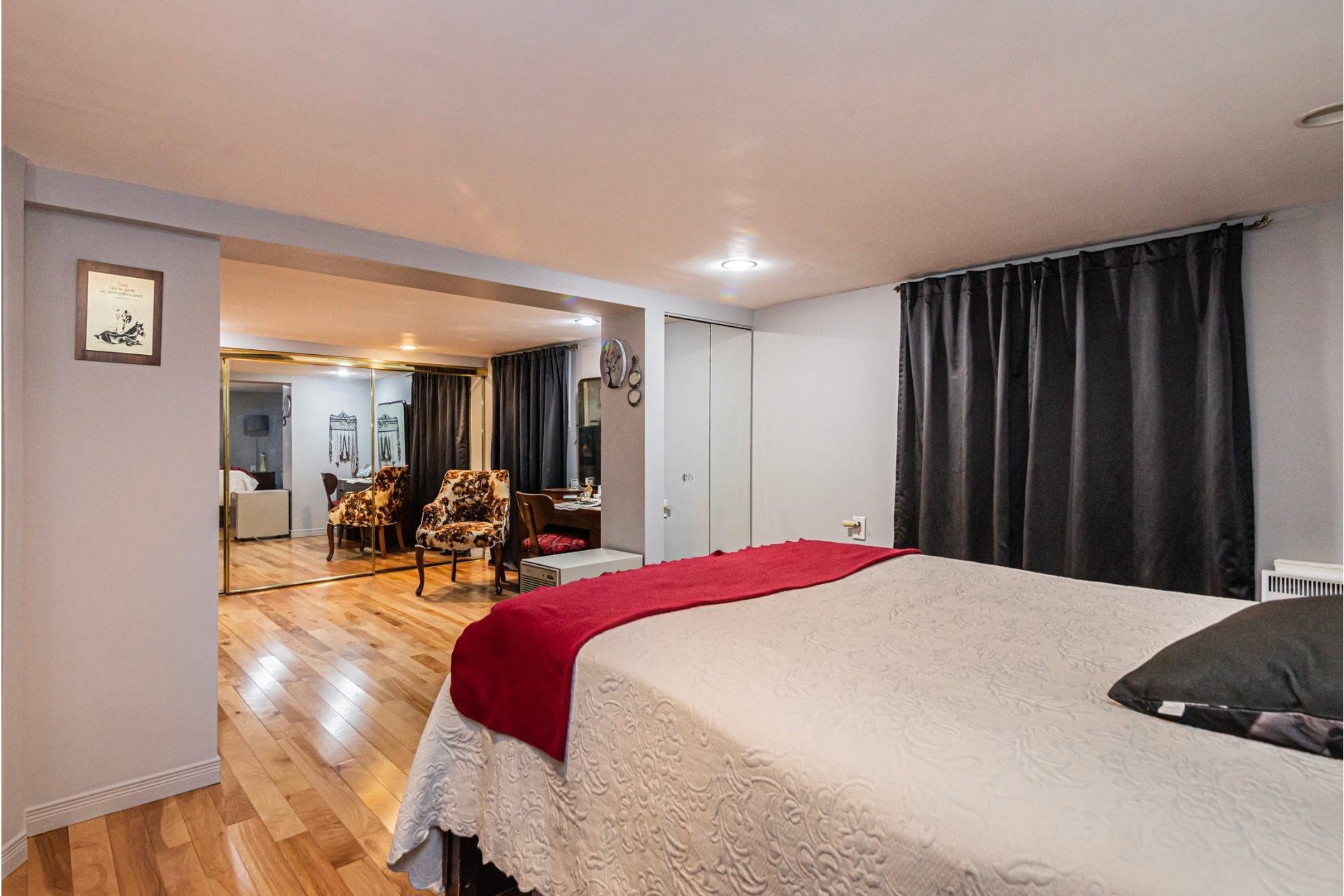 image 18 - House For sale LaSalle Montréal  - 7 rooms