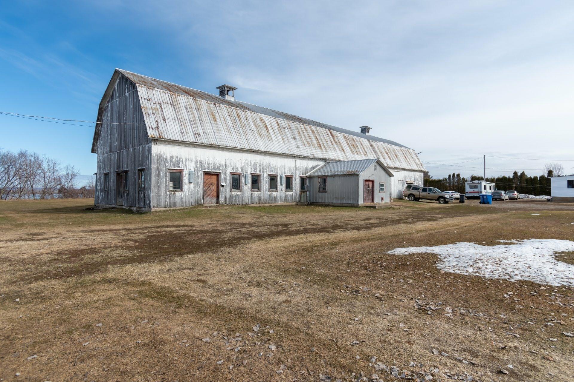 image 4 - Farmhouse For sale Saint-Pierre-les-Becquets - 13 rooms