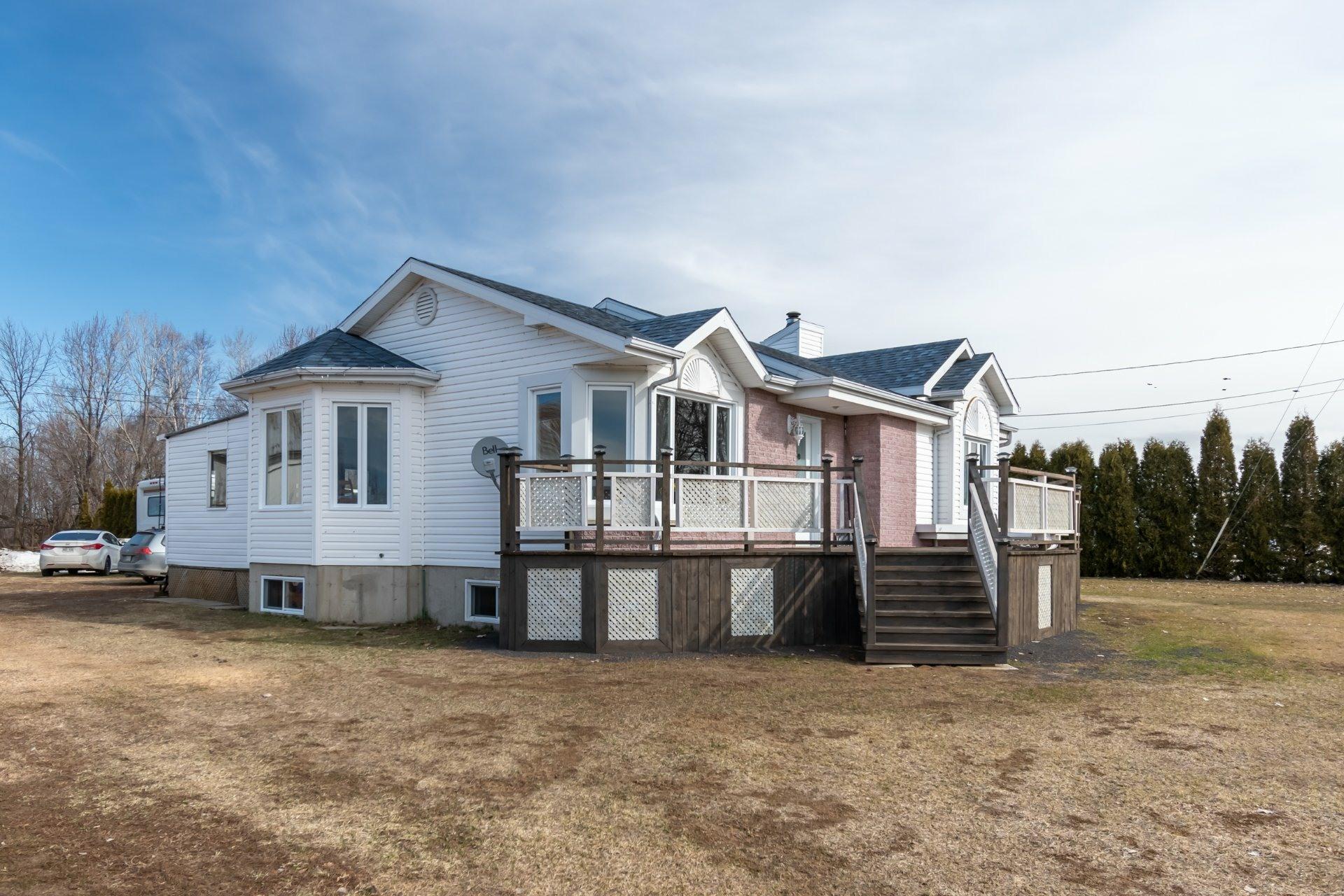 image 1 - Farmhouse For sale Saint-Pierre-les-Becquets - 13 rooms
