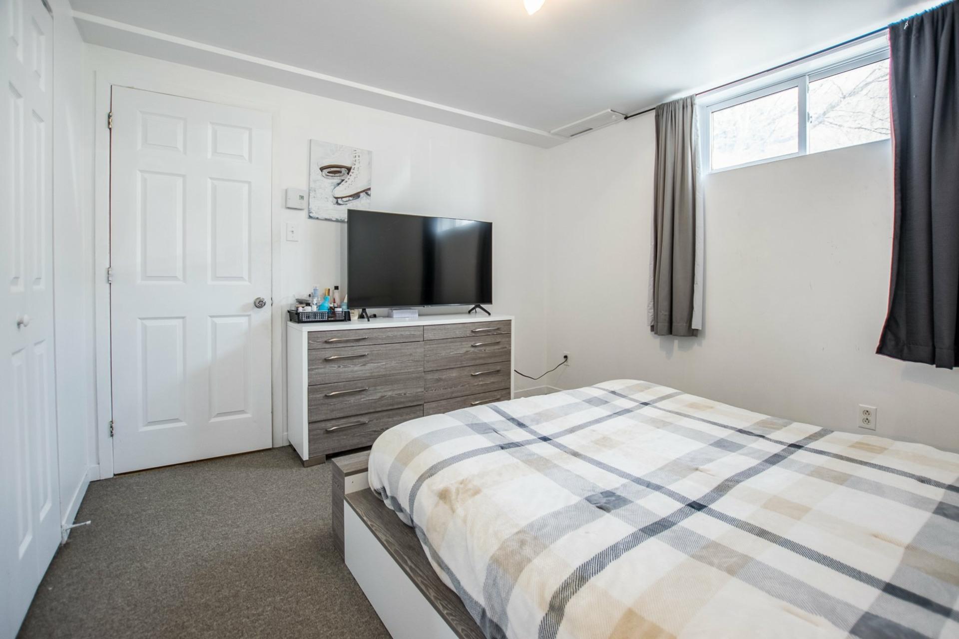 image 17 - House For sale Mercier - 12 rooms