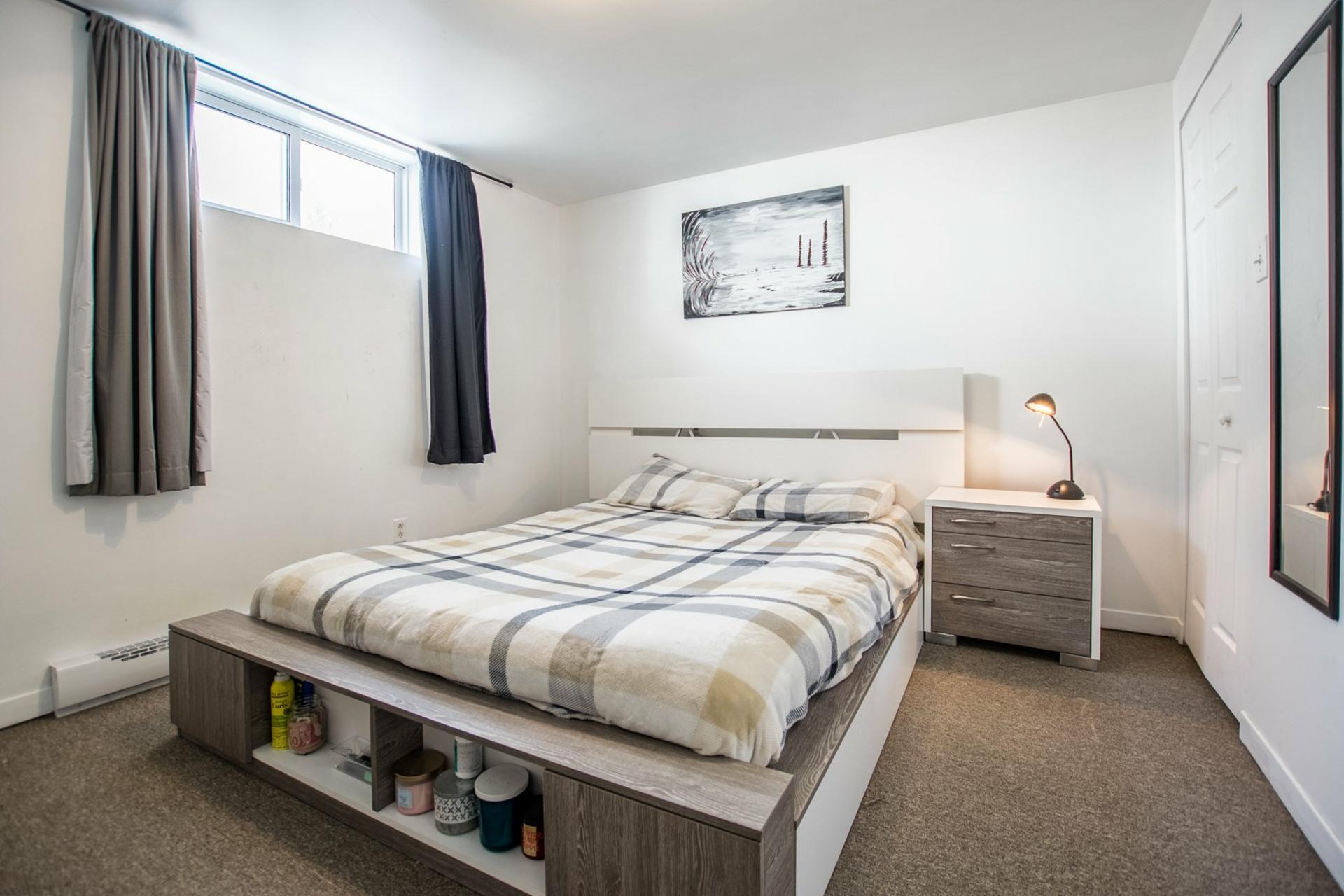 image 16 - House For sale Mercier - 12 rooms