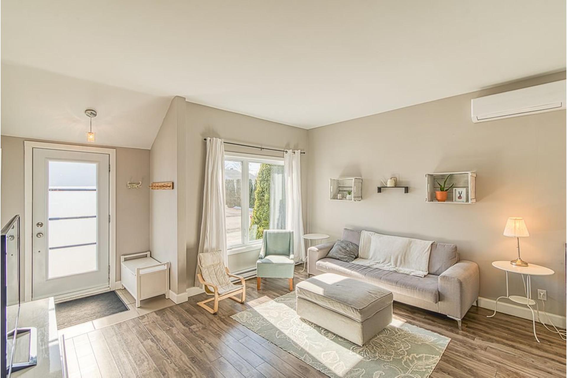 image 2 - House For sale Sainte-Anne-des-Plaines - 10 rooms
