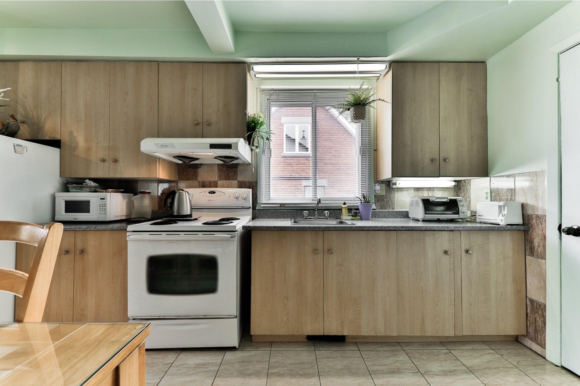 image 2 - House For sale Ahuntsic-Cartierville Montréal  - 8 rooms