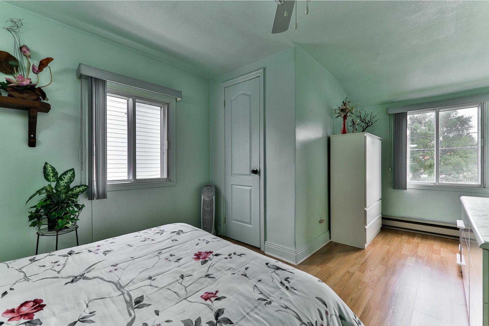 image 6 - House For sale Ahuntsic-Cartierville Montréal  - 8 rooms