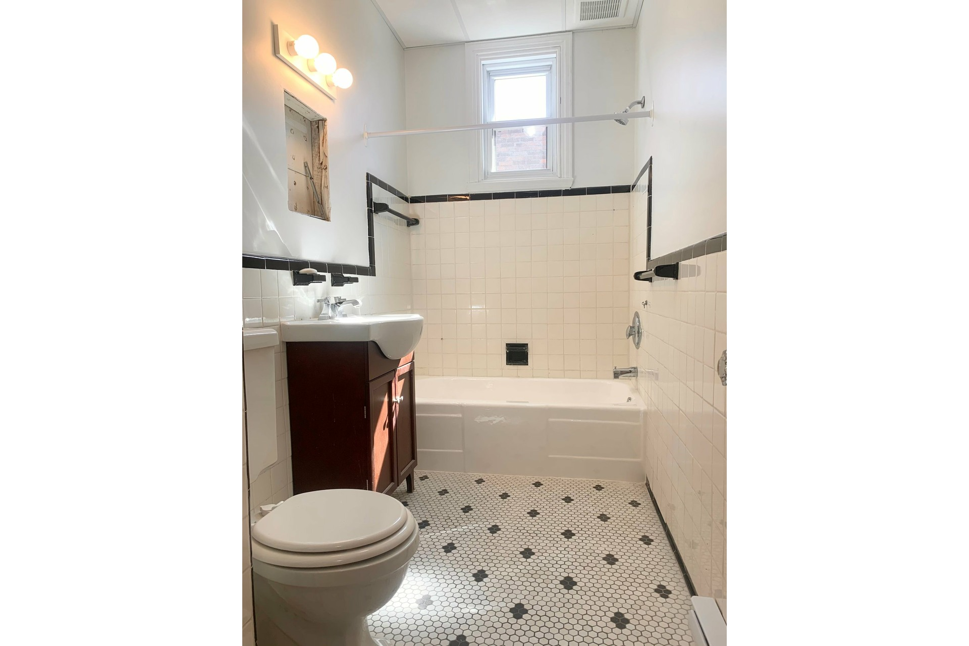 image 6 - Apartment For rent LaSalle Montréal  - 5 rooms