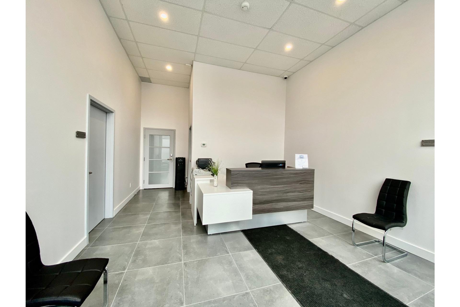 image 0 - MX - Oficina - MX Para alquiler Pierrefonds-Roxboro Montréal