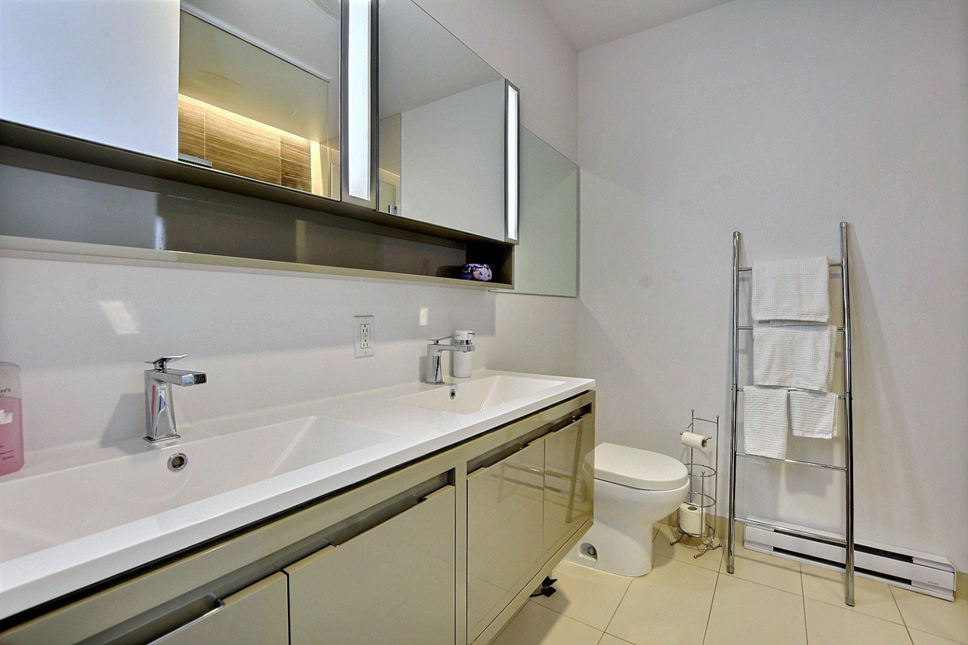 image 15 - Apartment For sale Ville-Marie Montréal  - 7 rooms