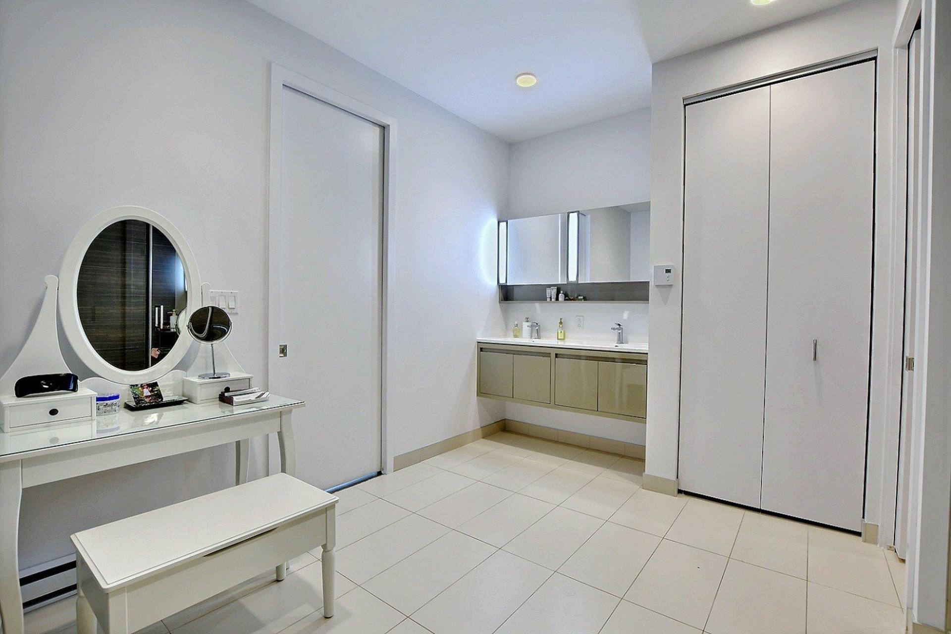 image 16 - Apartment For sale Ville-Marie Montréal  - 7 rooms