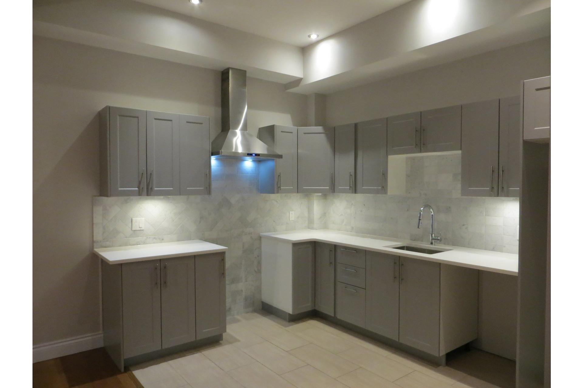 image 22 - Appartement À vendre Côte-des-Neiges/Notre-Dame-de-Grâce Montréal  - 5 pièces