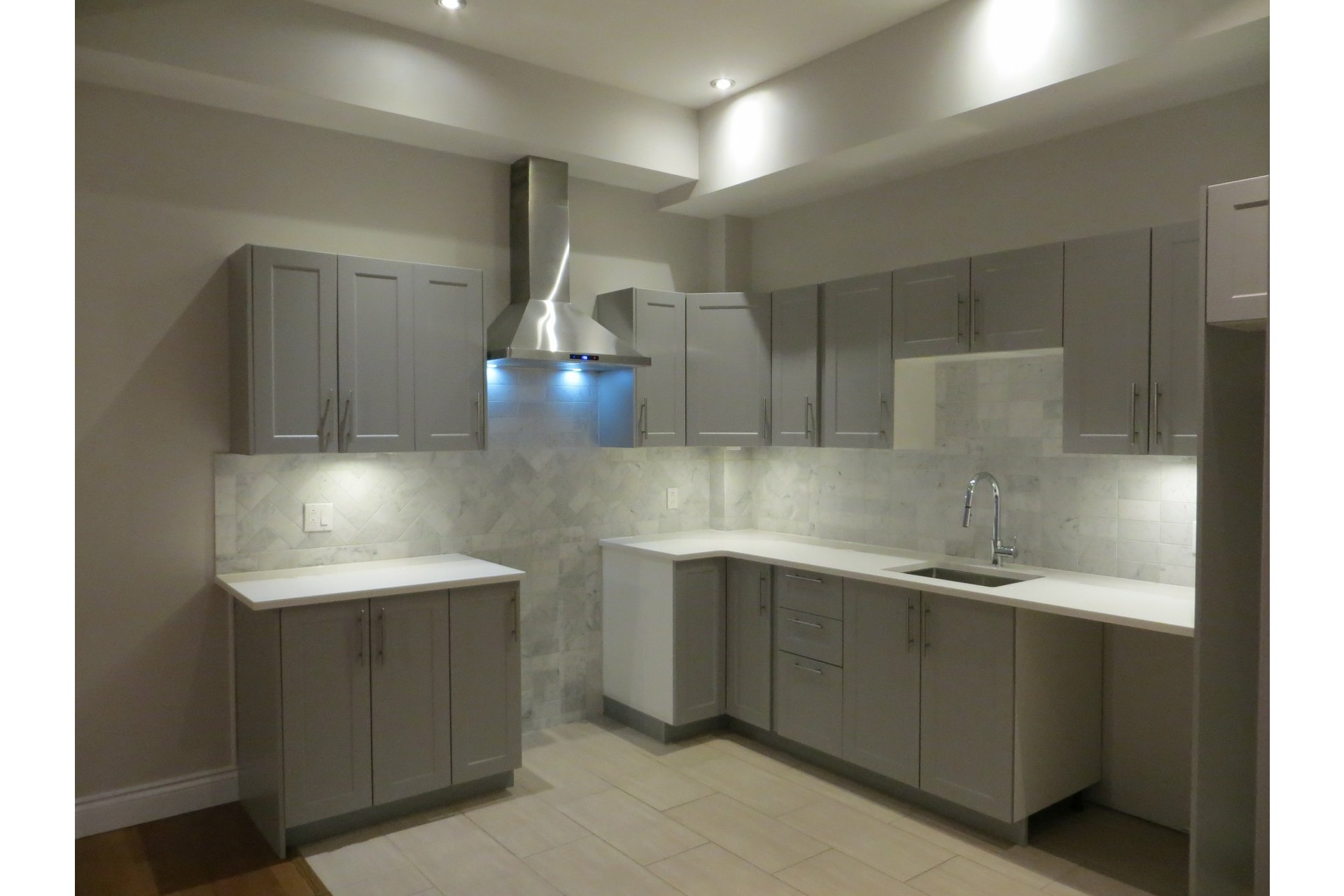 image 23 - Appartement À vendre Côte-des-Neiges/Notre-Dame-de-Grâce Montréal  - 5 pièces