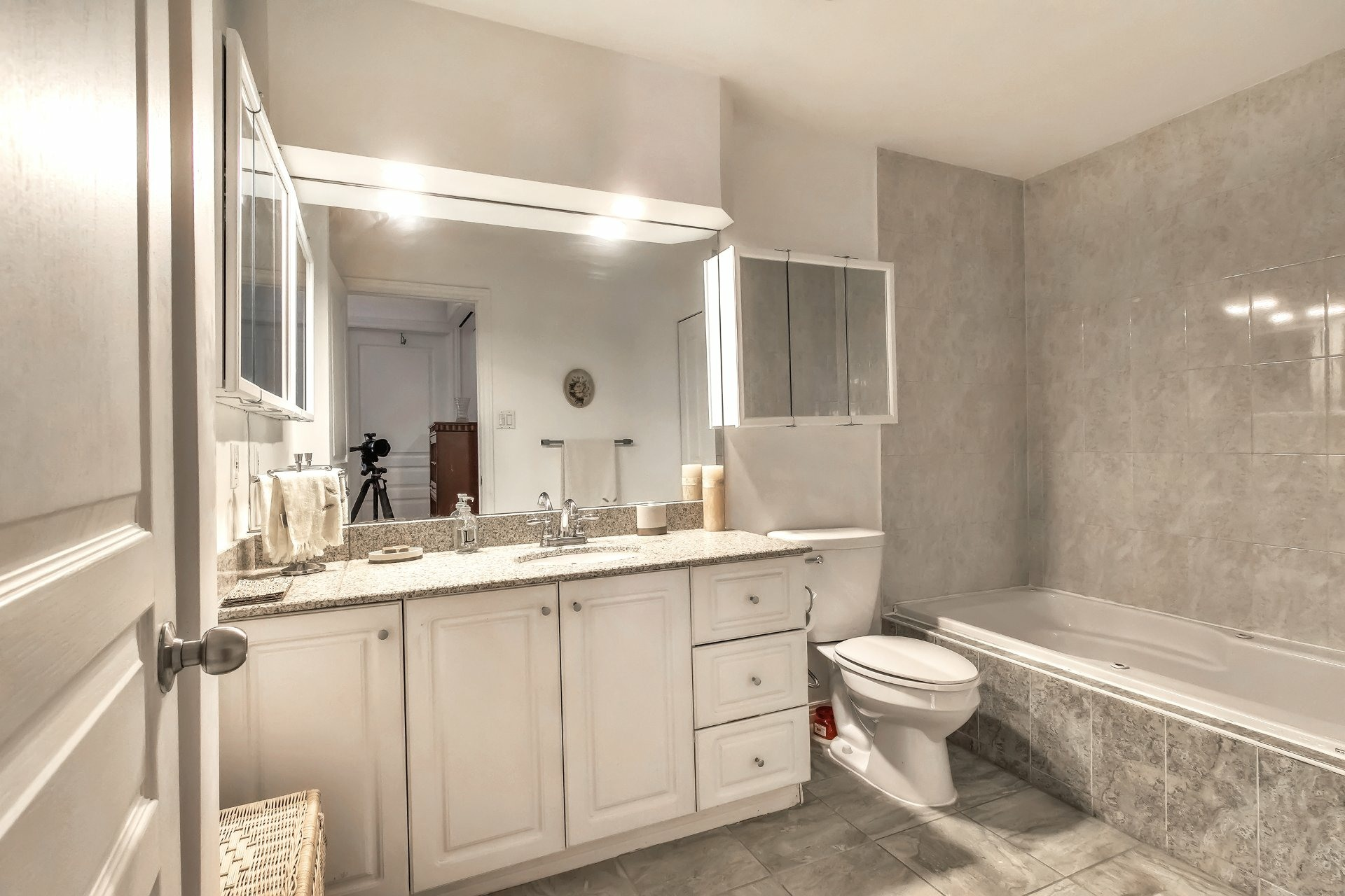 image 6 - Departamento En venta Côte-des-Neiges/Notre-Dame-de-Grâce Montréal  - 6 habitaciones