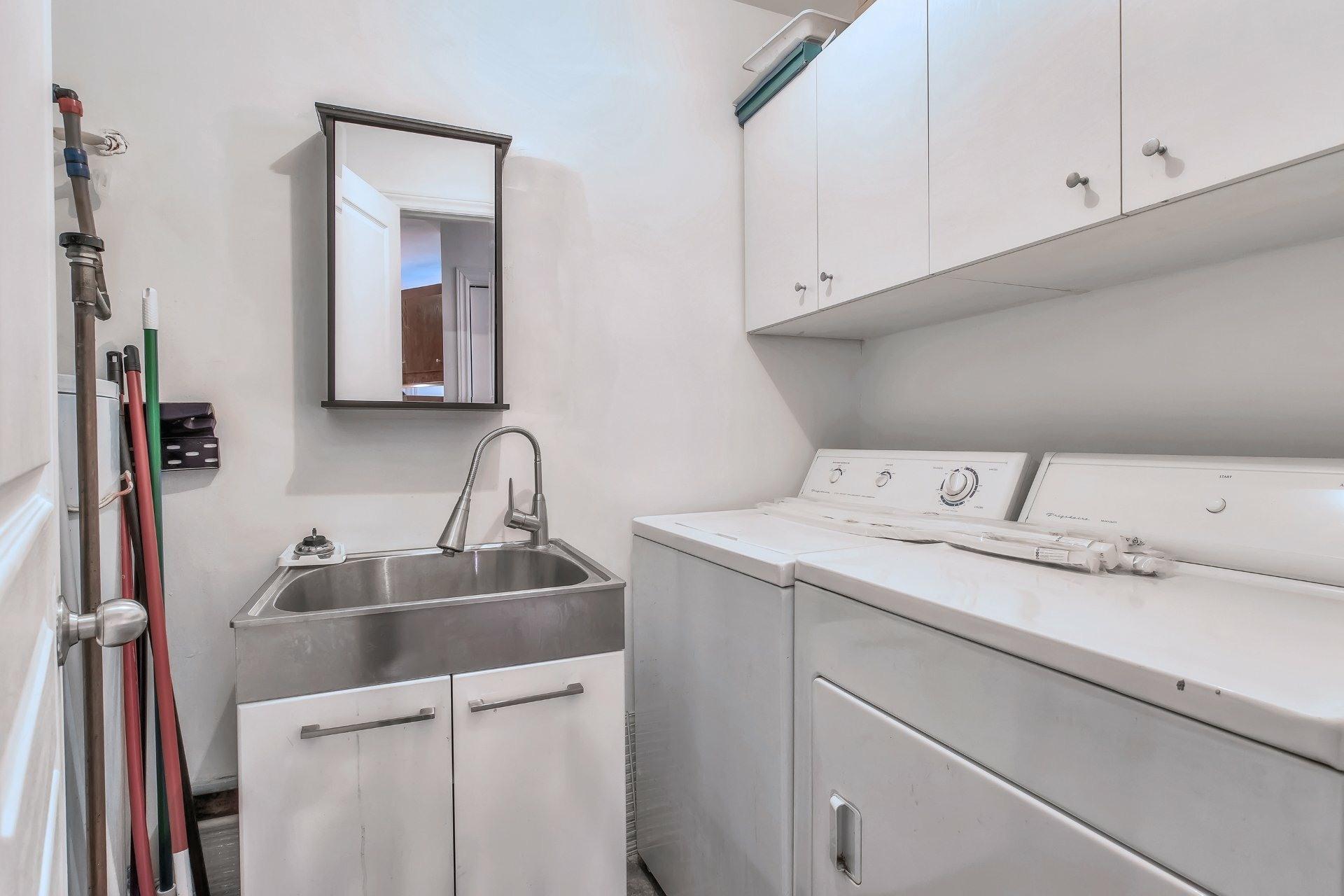 image 16 - Departamento En venta Côte-des-Neiges/Notre-Dame-de-Grâce Montréal  - 6 habitaciones