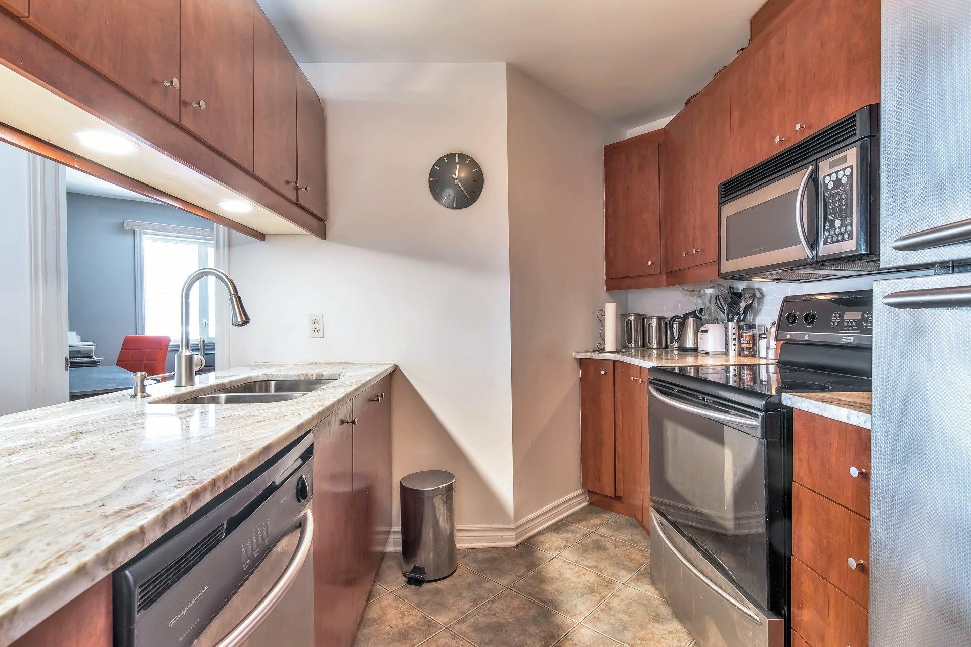 image 17 - Departamento En venta Côte-des-Neiges/Notre-Dame-de-Grâce Montréal  - 6 habitaciones