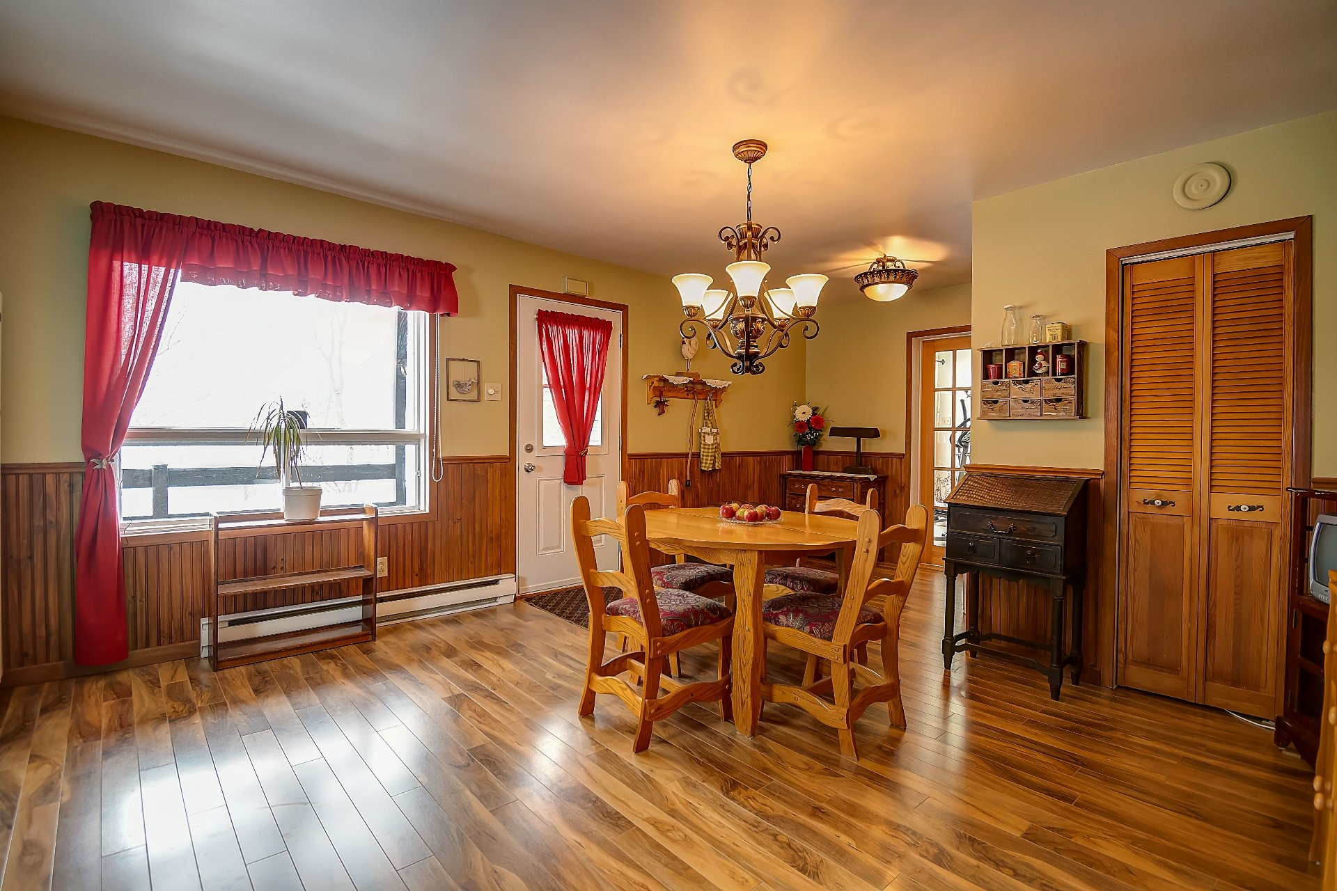 image 9 - House For sale Maskinongé - 12 rooms