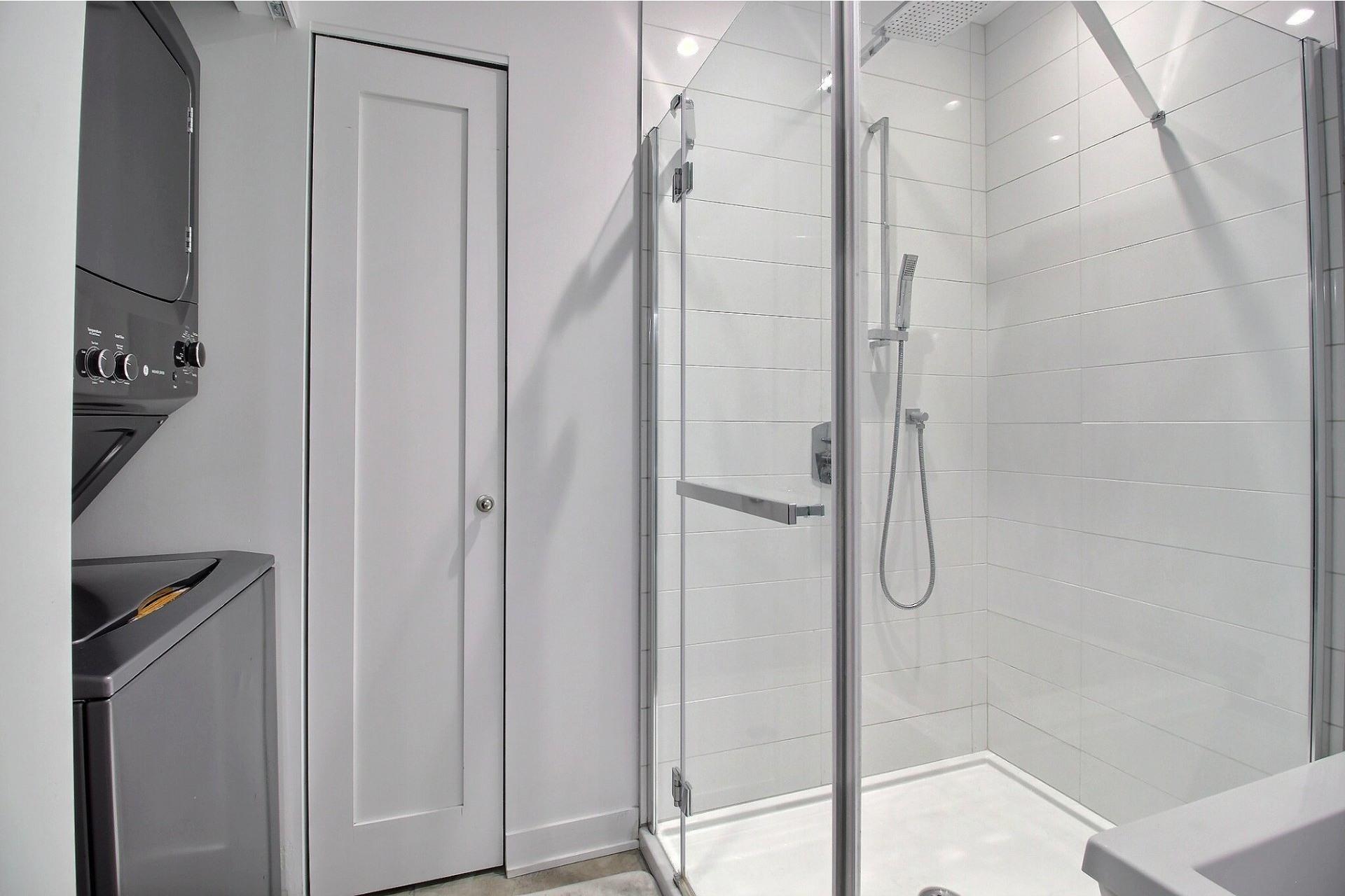 image 16 - Apartment For sale Ville-Marie Montréal  - 3 rooms
