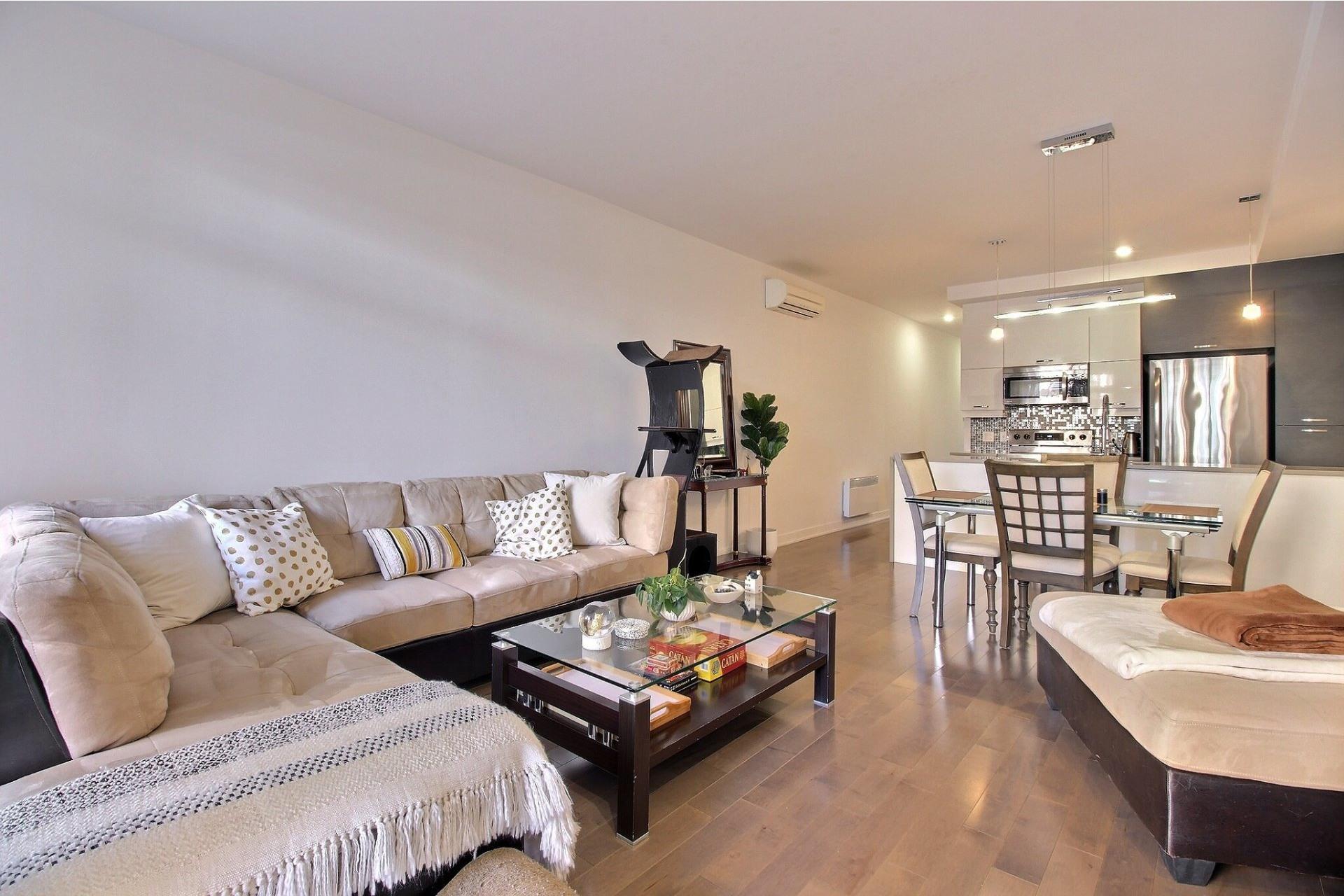 image 8 - Apartment For sale Ville-Marie Montréal  - 3 rooms