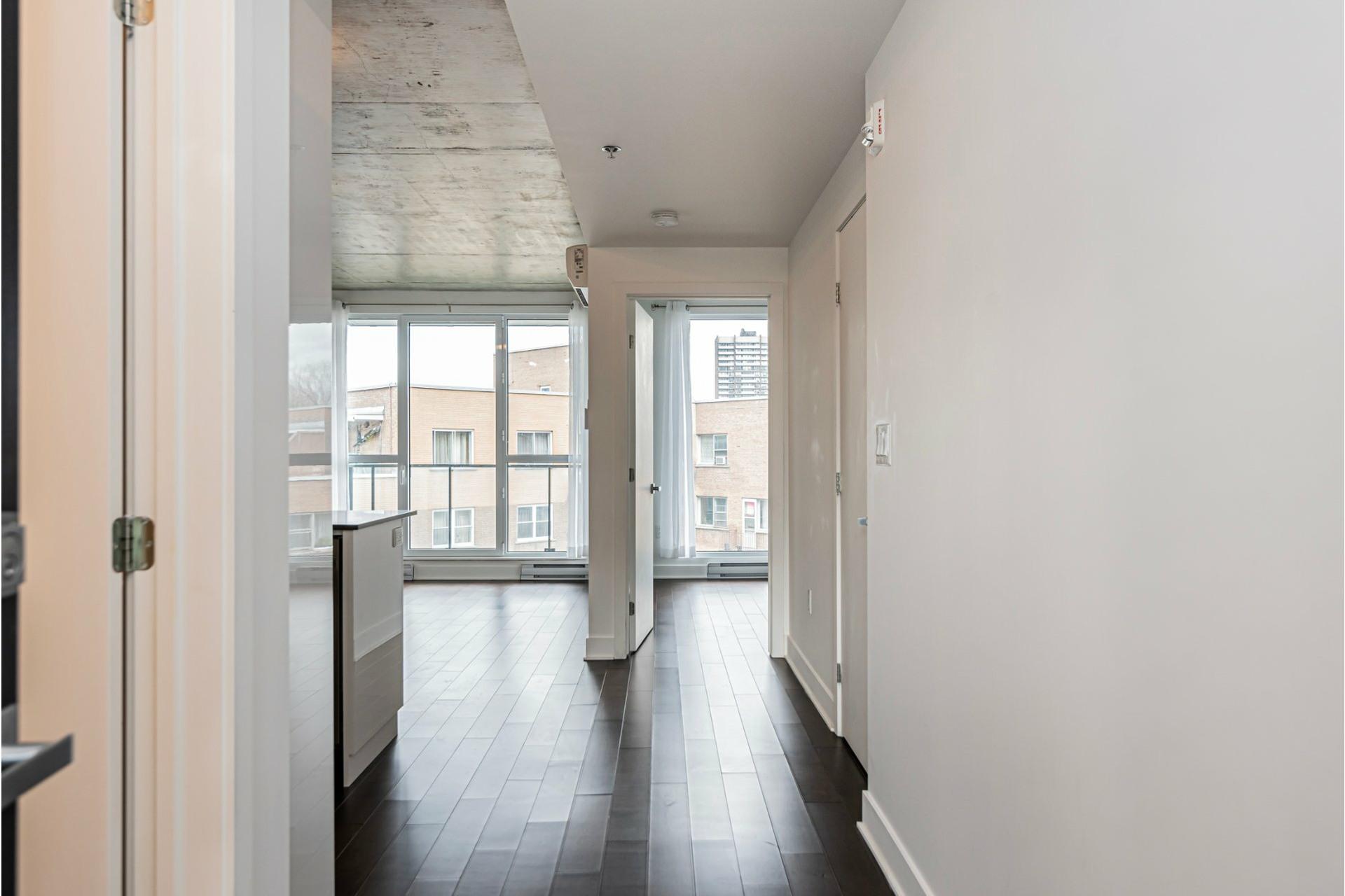 image 2 - Appartement À louer Côte-des-Neiges/Notre-Dame-de-Grâce Montréal  - 6 pièces