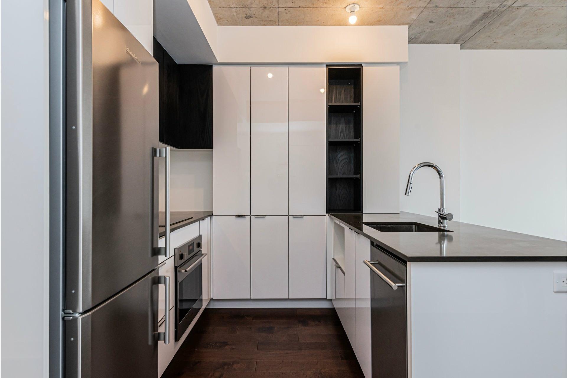image 4 - Appartement À louer Côte-des-Neiges/Notre-Dame-de-Grâce Montréal  - 6 pièces