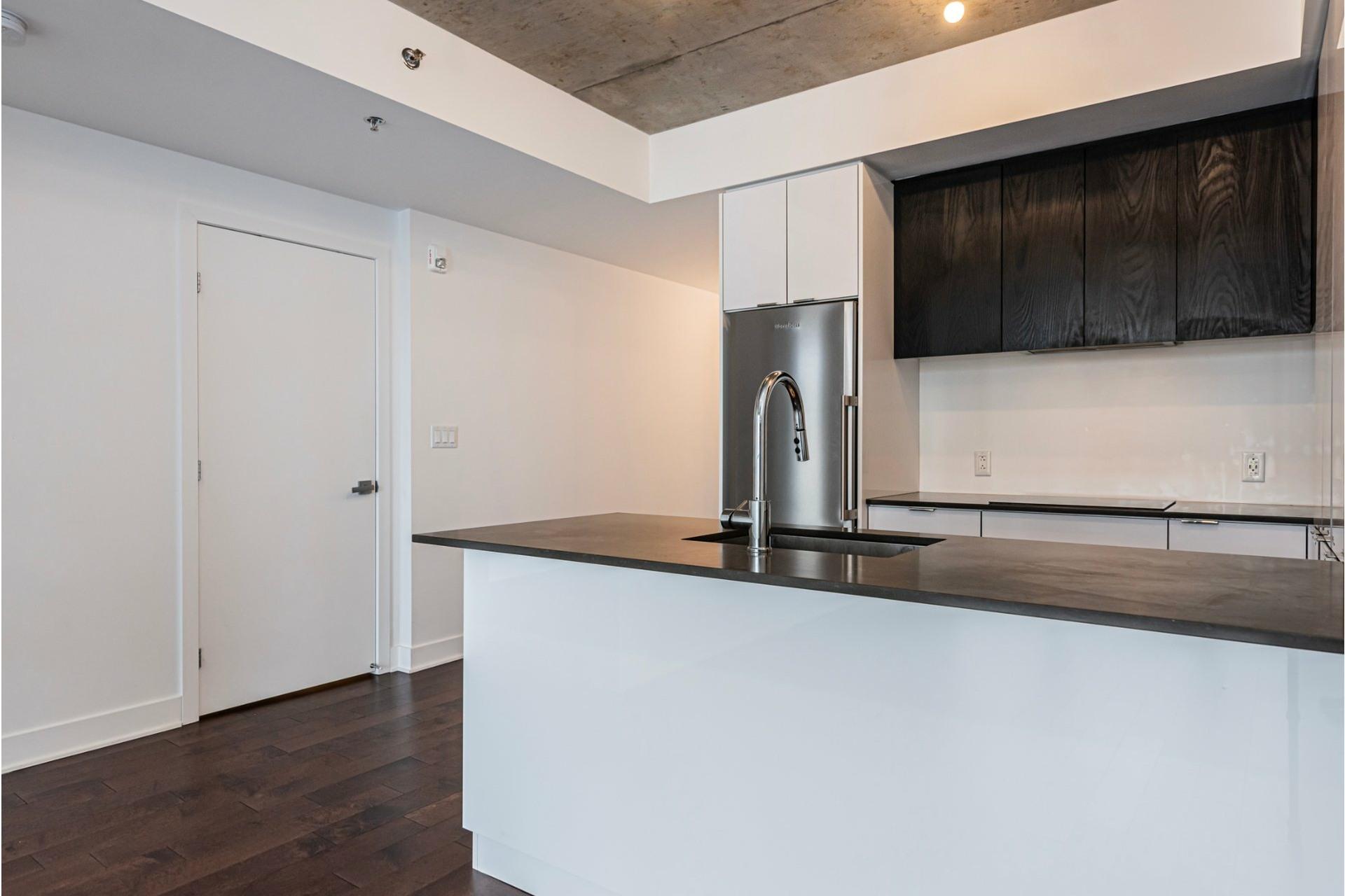 image 6 - Appartement À louer Côte-des-Neiges/Notre-Dame-de-Grâce Montréal  - 6 pièces
