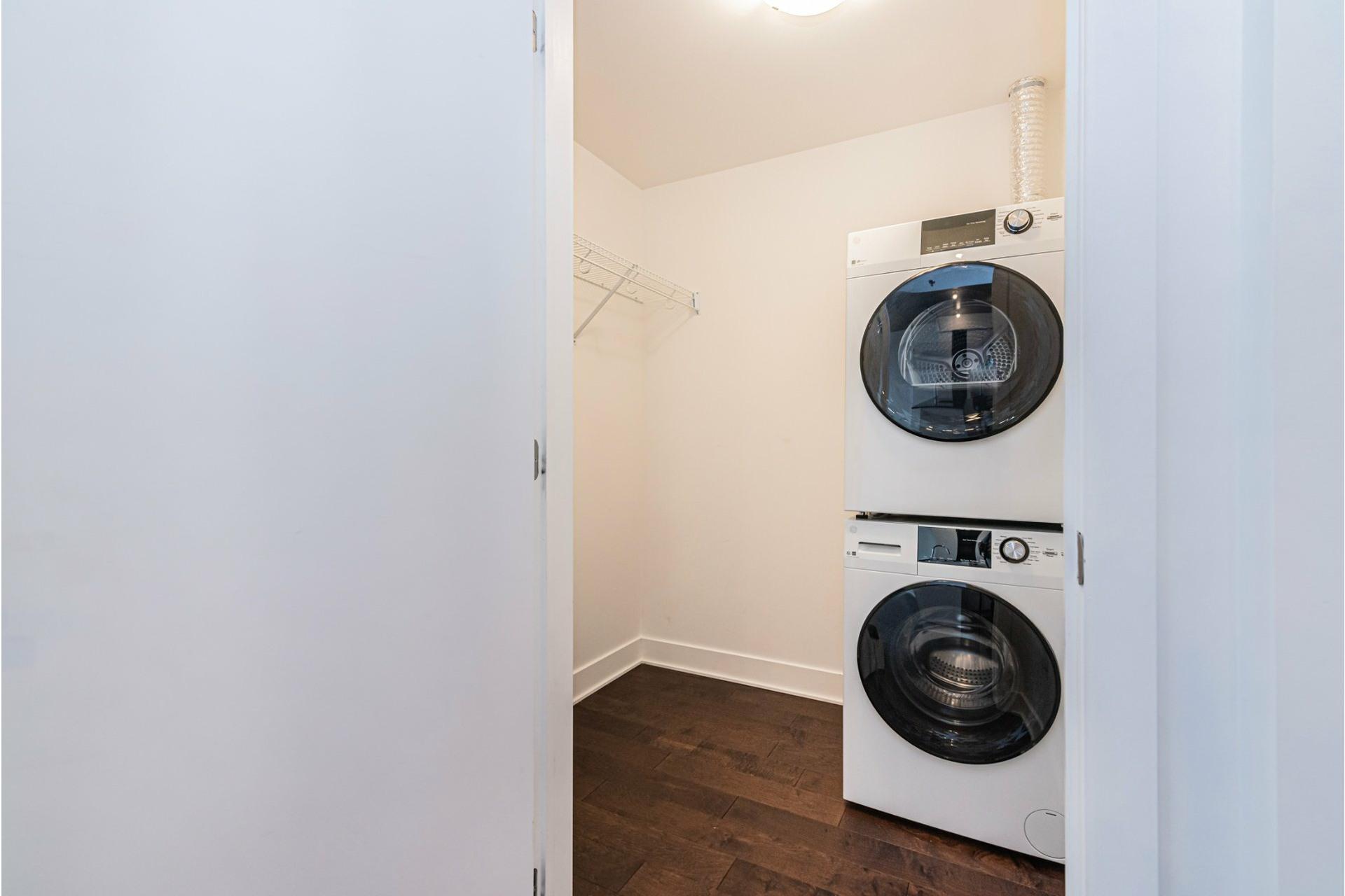image 14 - Appartement À louer Côte-des-Neiges/Notre-Dame-de-Grâce Montréal  - 6 pièces