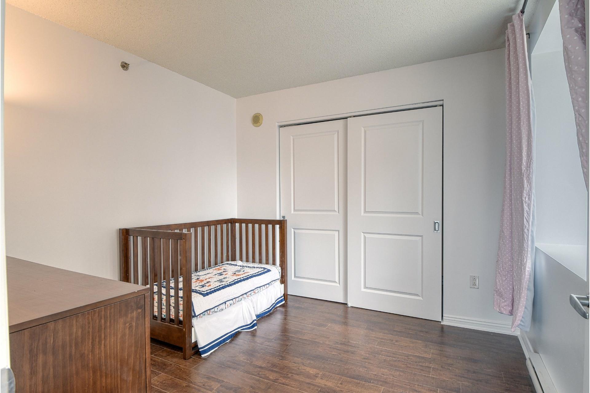 image 16 - Appartement À vendre Ville-Marie Montréal  - 4 pièces
