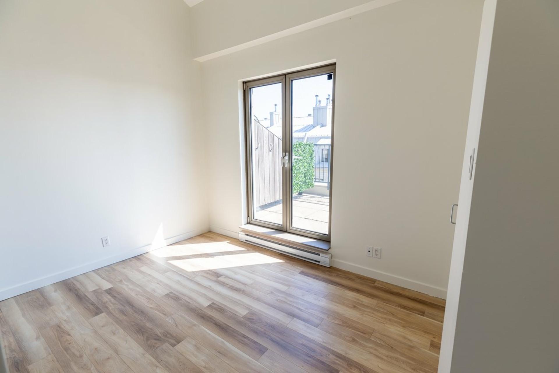 image 9 - Appartement À louer Ville-Marie Montréal  - 4 pièces