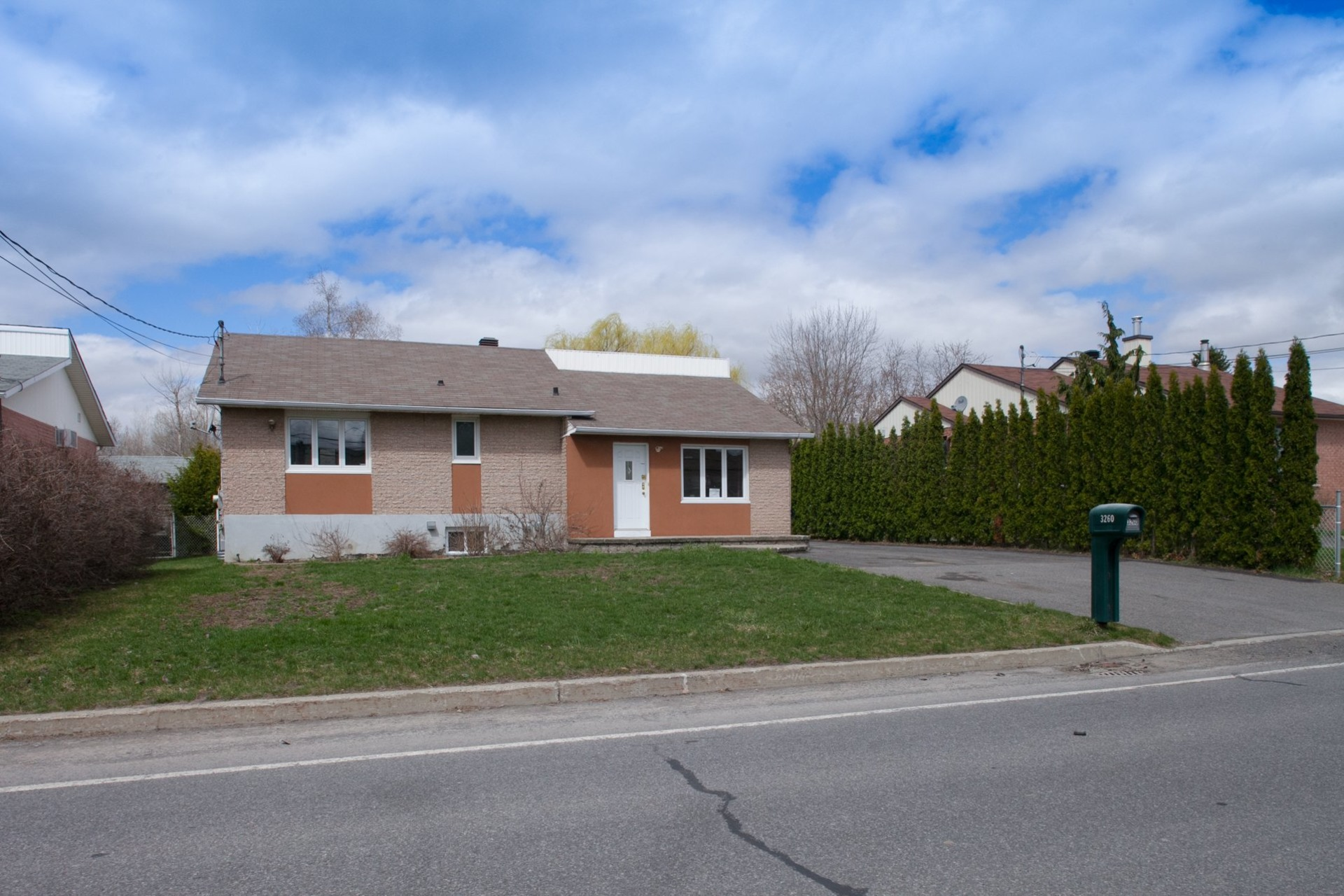 image 1 - House For sale Saint-Hubert Longueuil  - 13 rooms