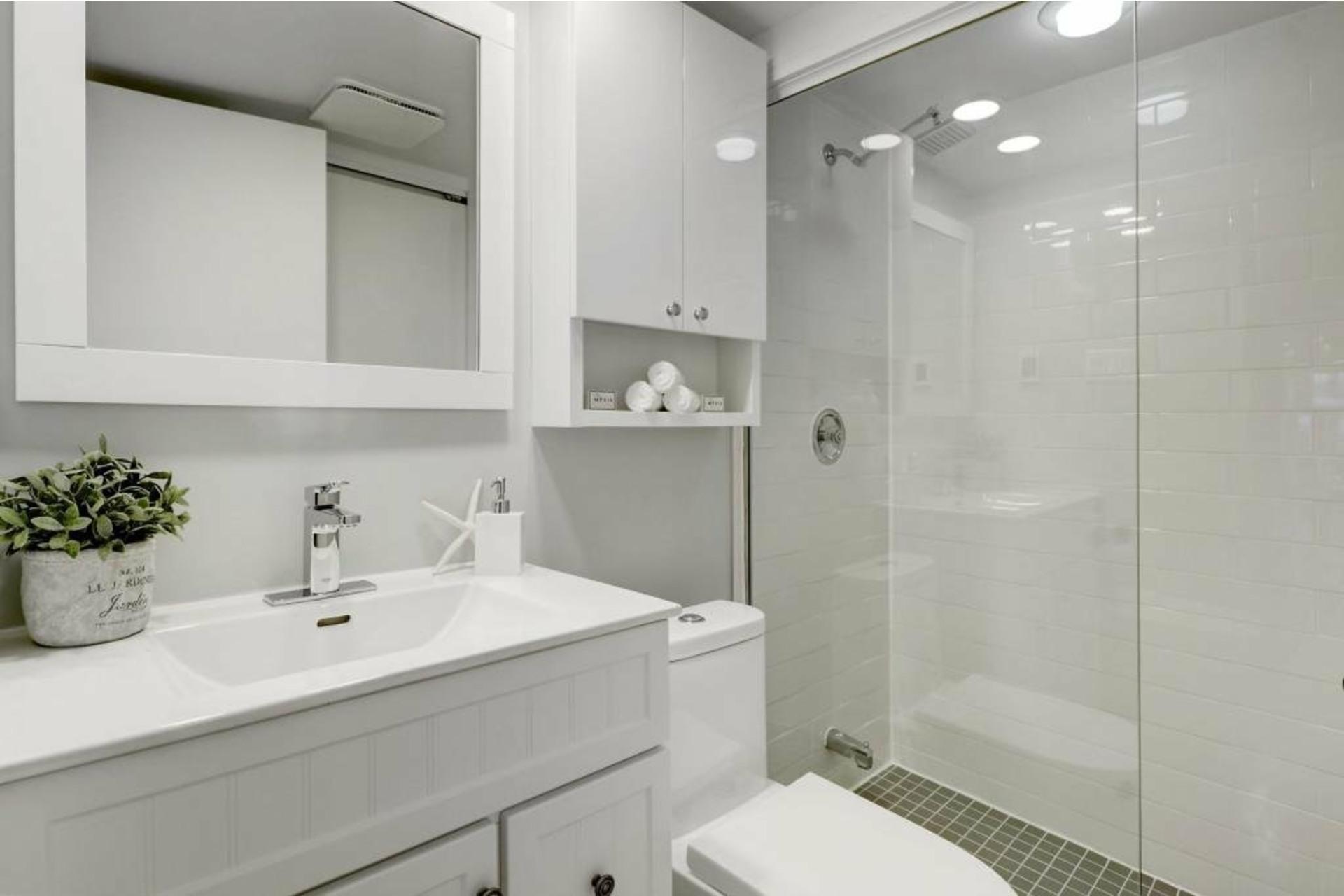 image 15 - Appartement À louer Ville-Marie Montréal  - 4 pièces