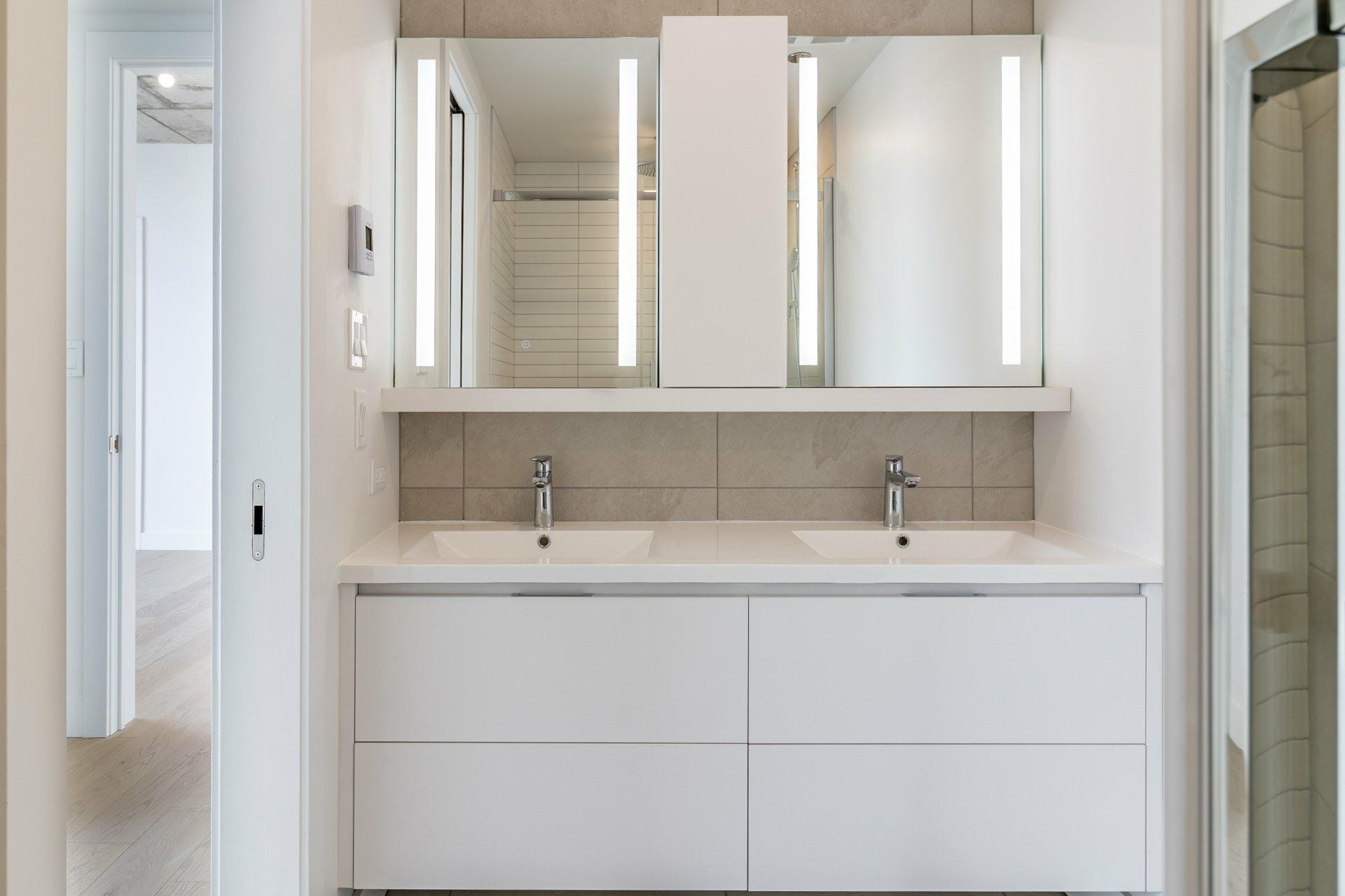 image 11 - Apartment For sale Ville-Marie Montréal  - 9 rooms