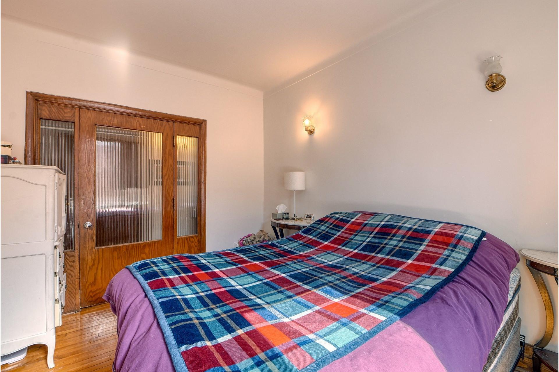 image 7 - Apartment For rent Côte-des-Neiges/Notre-Dame-de-Grâce Montréal  - 6 rooms