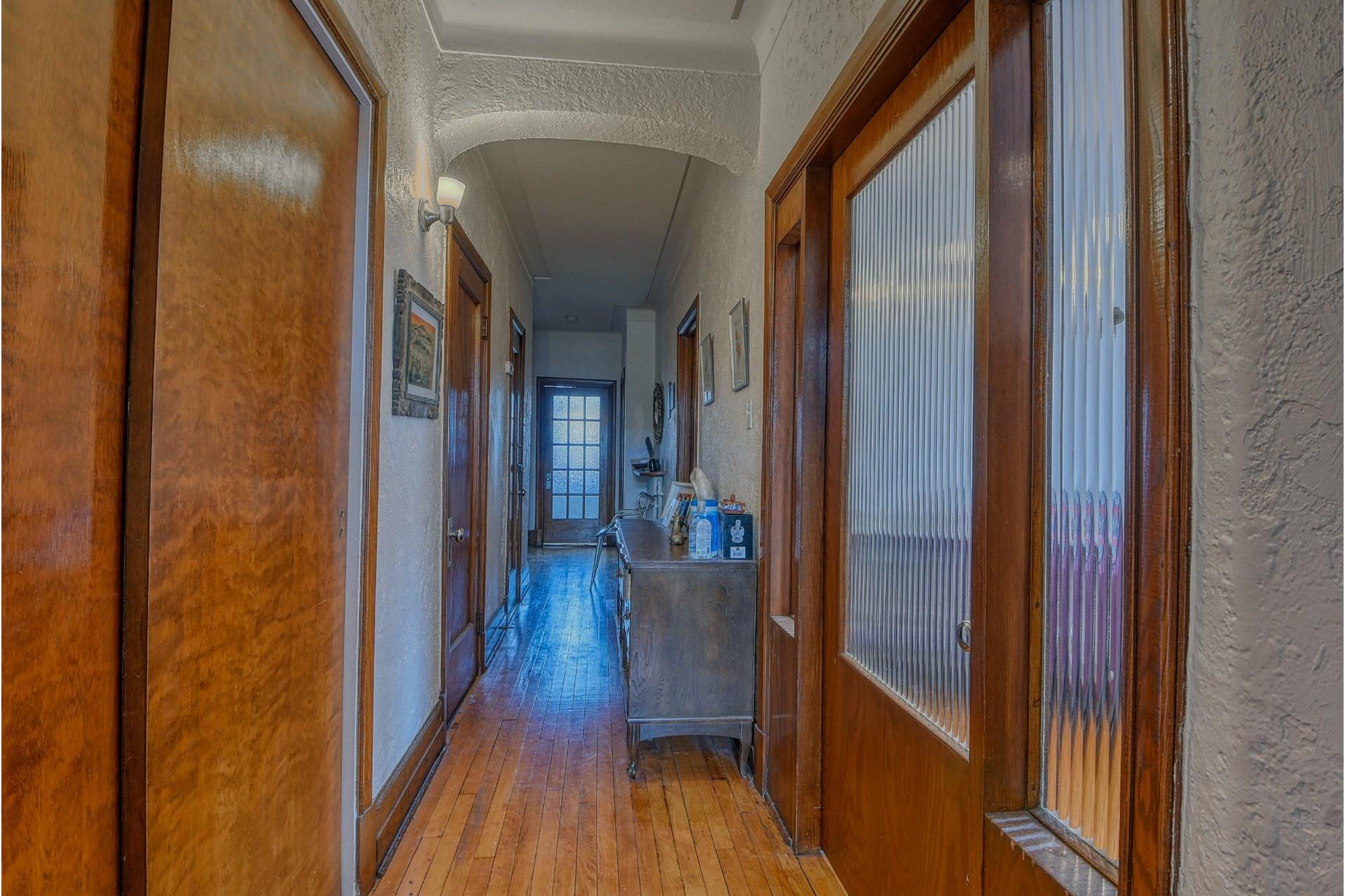 image 8 - Apartment For rent Côte-des-Neiges/Notre-Dame-de-Grâce Montréal  - 6 rooms