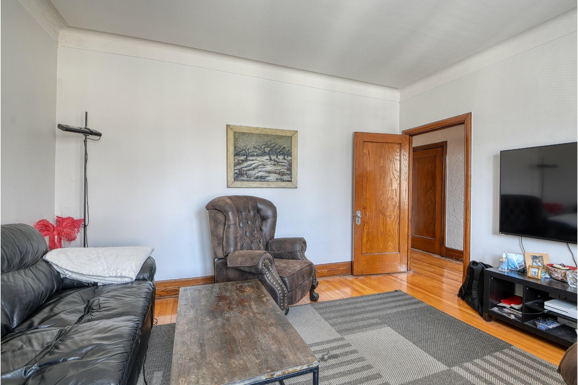 image 3 - Apartment For rent Côte-des-Neiges/Notre-Dame-de-Grâce Montréal  - 6 rooms