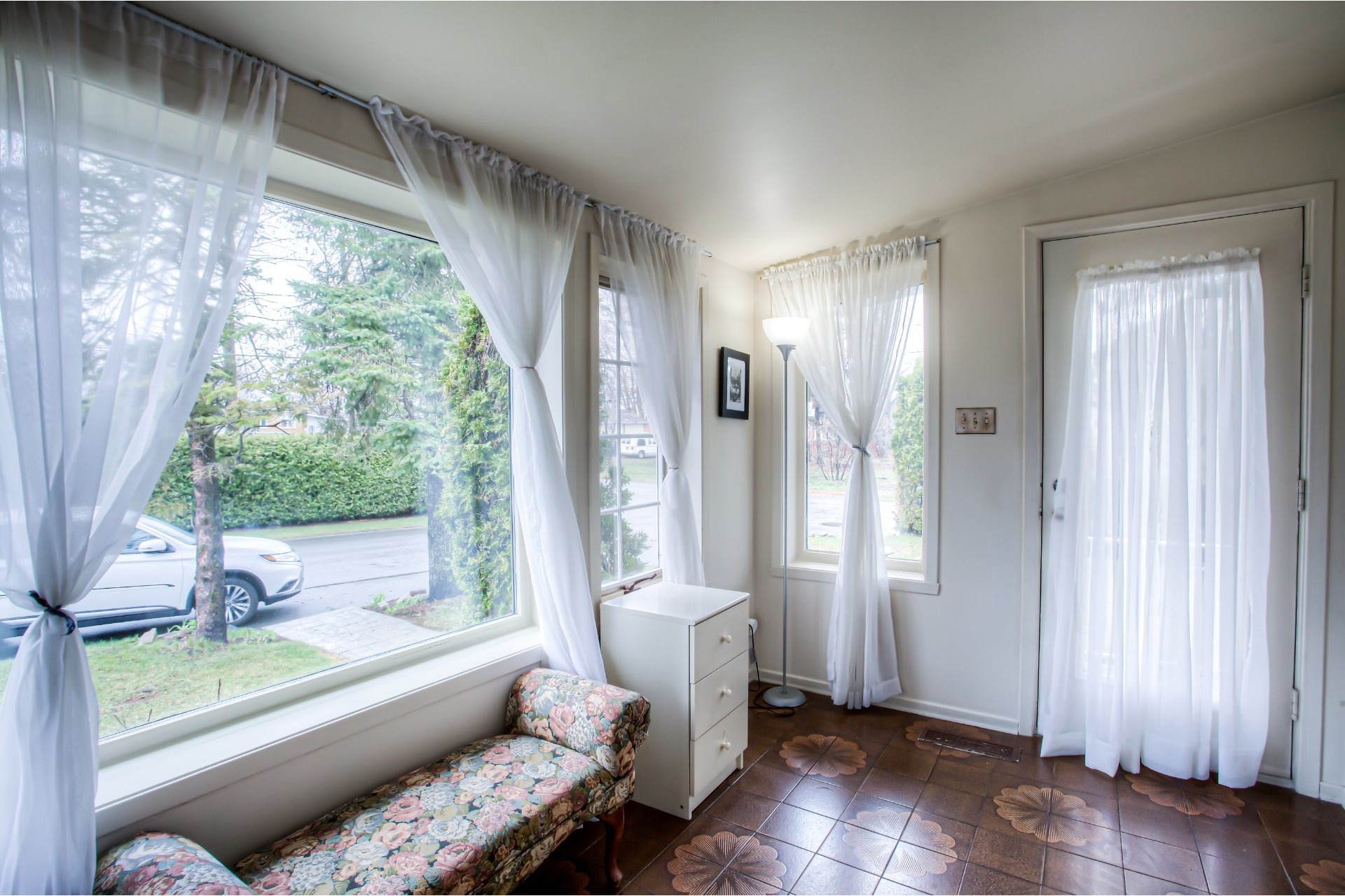 image 2 - House For sale Sainte-Anne-des-Plaines - 7 rooms
