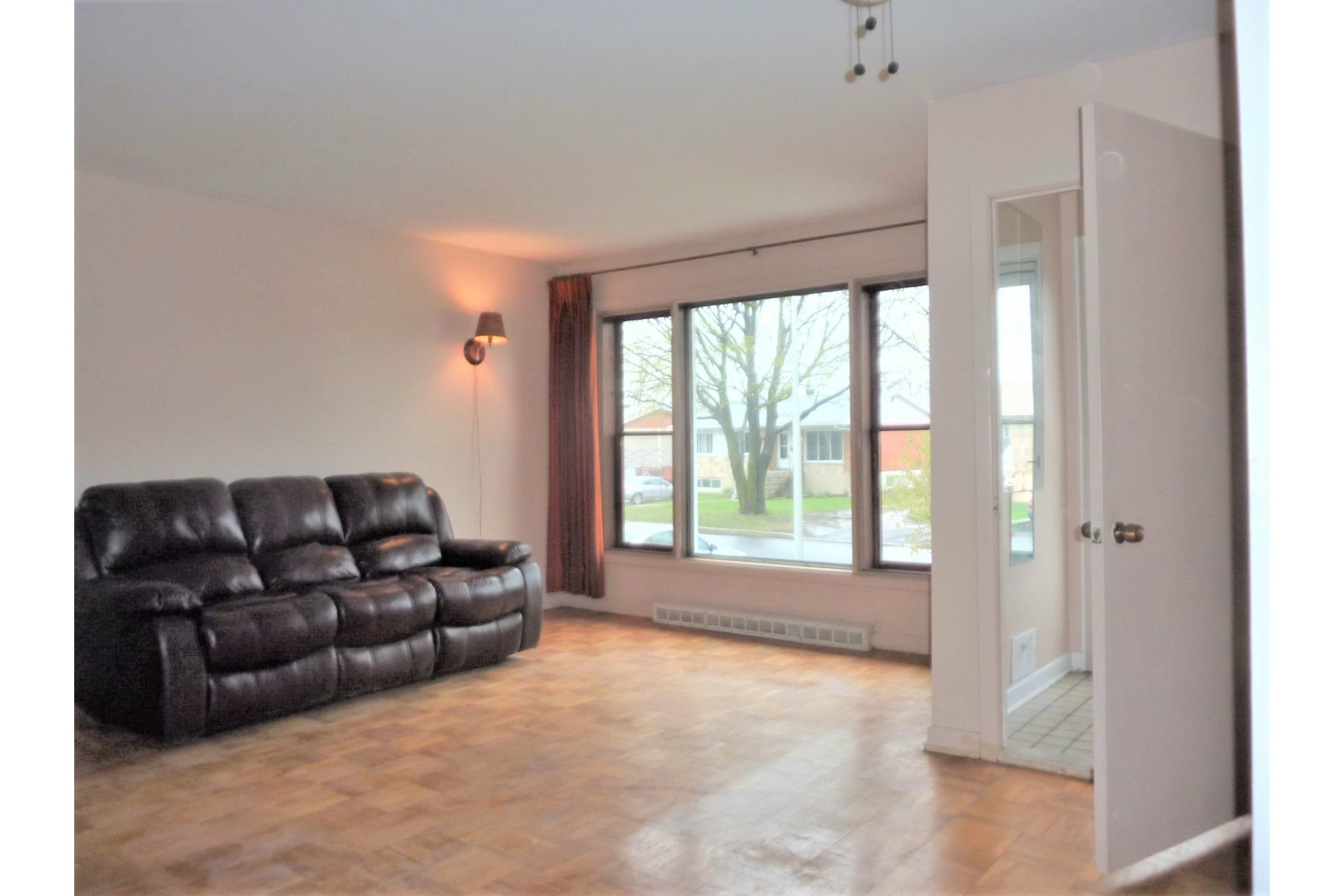 image 3 - House For sale Châteauguay - 8 rooms