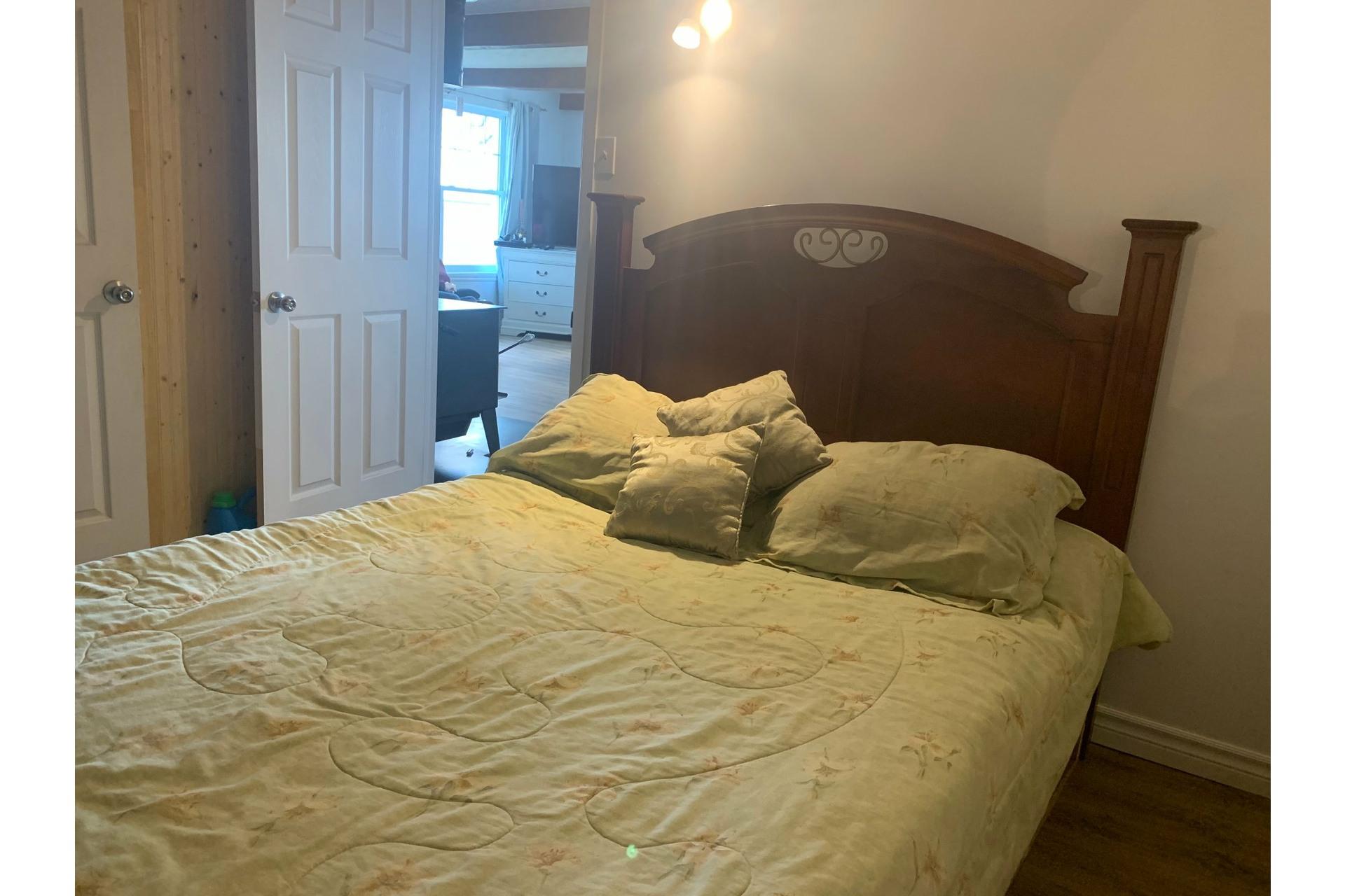 image 9 - Farmhouse For sale Saint-Guillaume - 10 rooms